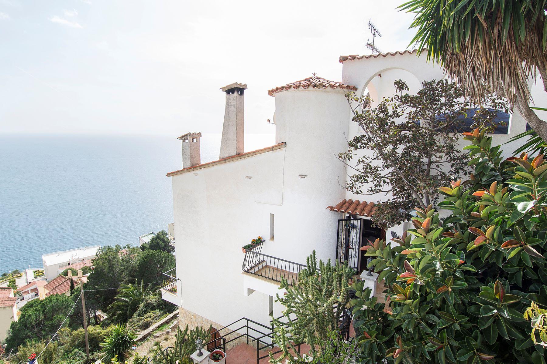 Nhà ở một gia đình vì Bán tại House in Roses with stunning sea views Roses, Costa Brava, 17480 Tây Ban Nha