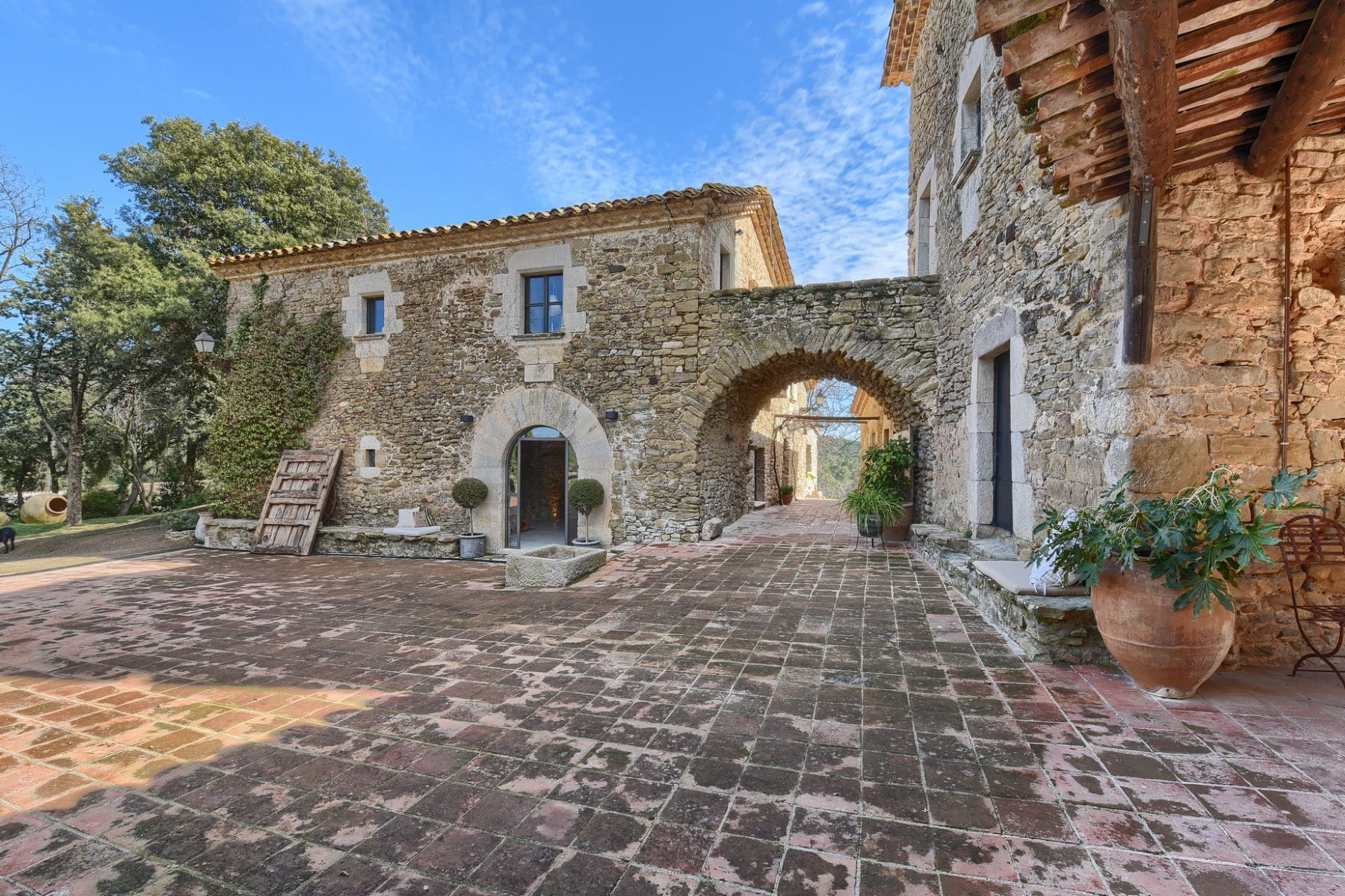 Частный односемейный дом для того Продажа на Beautiful farmhouse 20 minutes from Girona, surrounded by nature and tranqui ... Pals, Costa Brava, 17256 Испания