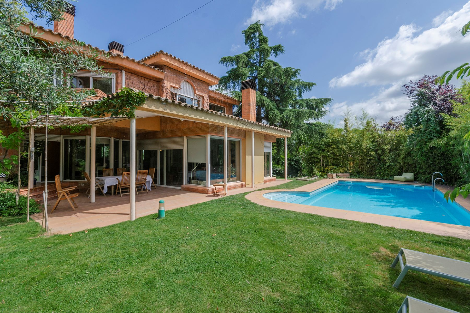 Single Family Homes pour l Vente à Magnificent bright and private house near the station Sant Cugat Del Valles, Barcelone 08172 Espagne