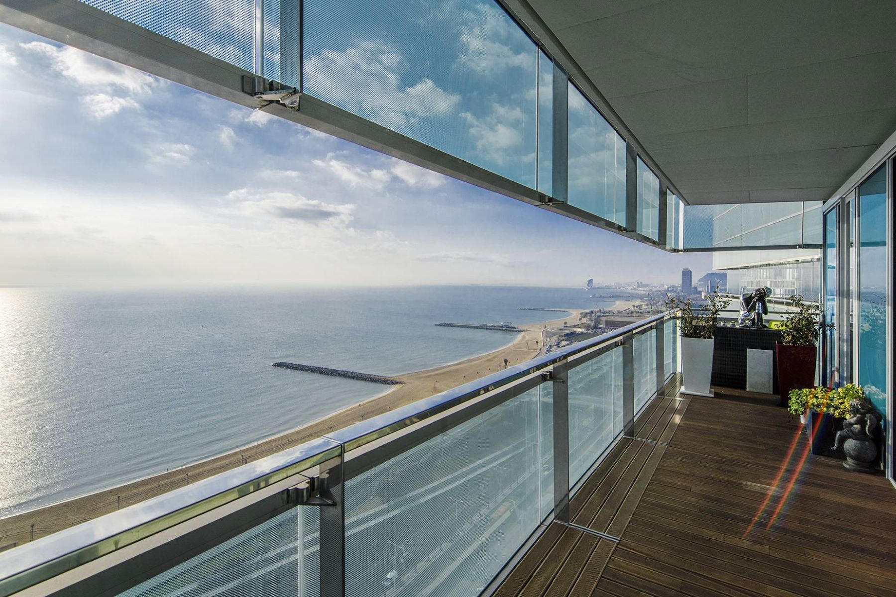 Appartement pour l Vente à Exclusive Seafront Apartment with excellent views to the sea and the city of ... Barcelona City, Barcelona, 08019 Espagne