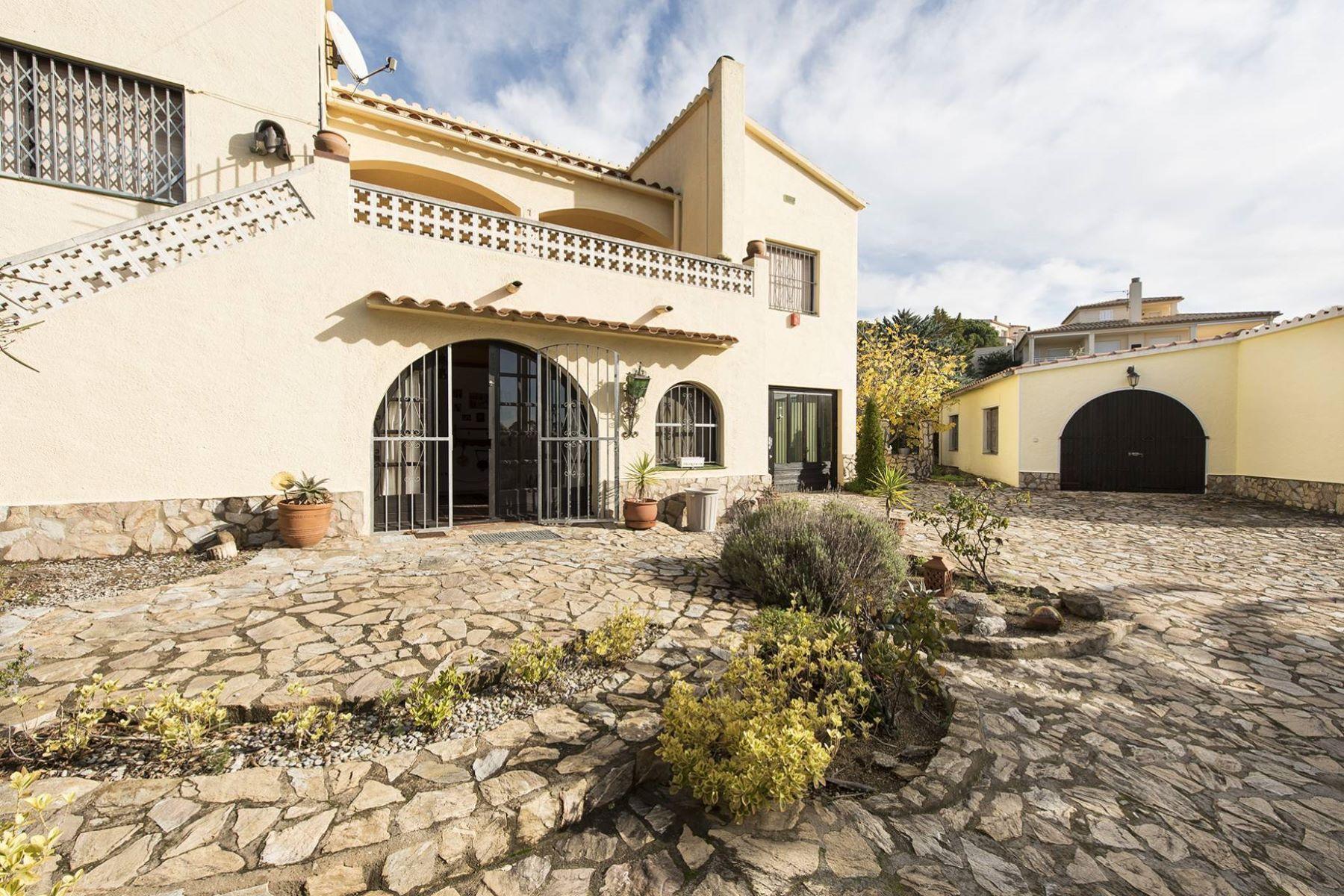 Casa Unifamiliar por un Venta en Beautiful property on the edge of the natural park Roses, Costa Brava, 17480 España