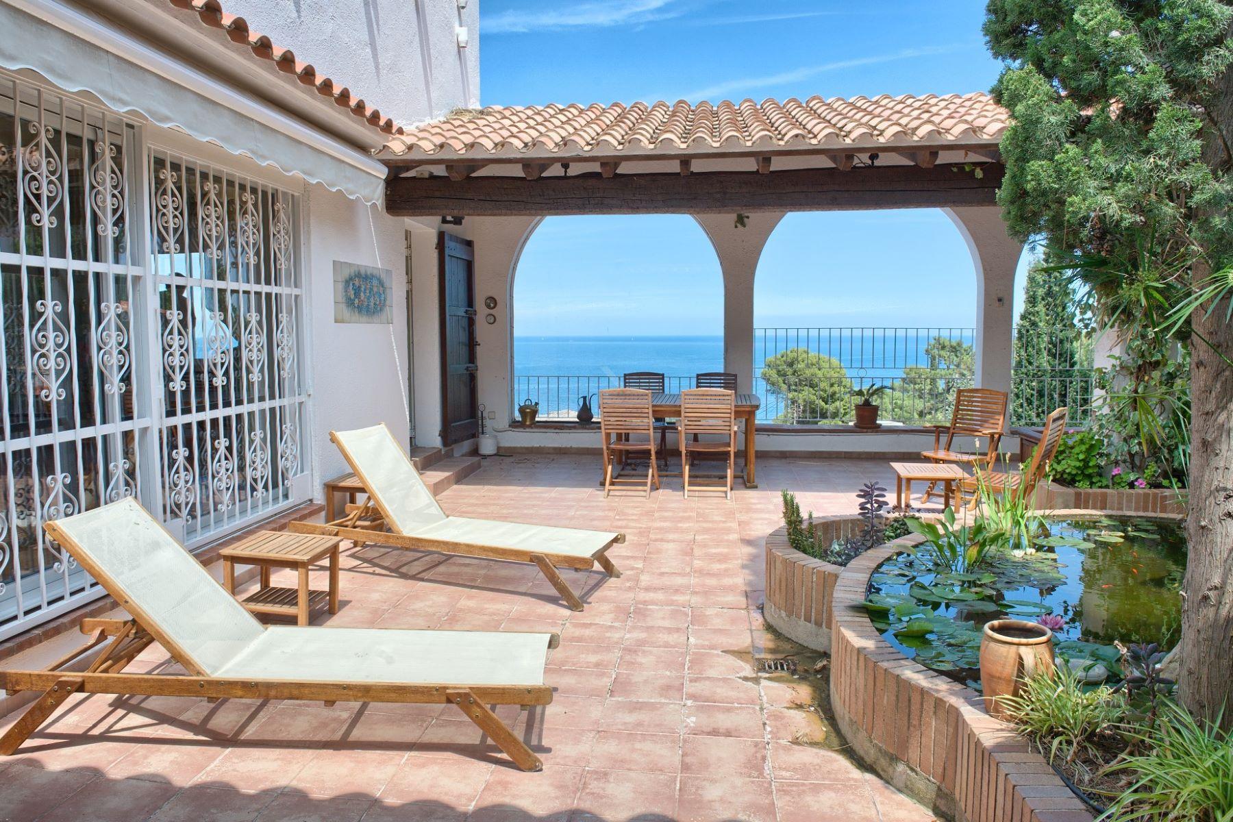 独户住宅 为 销售 在 Mediterranean villa with sea views 埃尔伯尔特德拉萨尔瓦, 科斯塔布拉瓦, 17489 西班牙