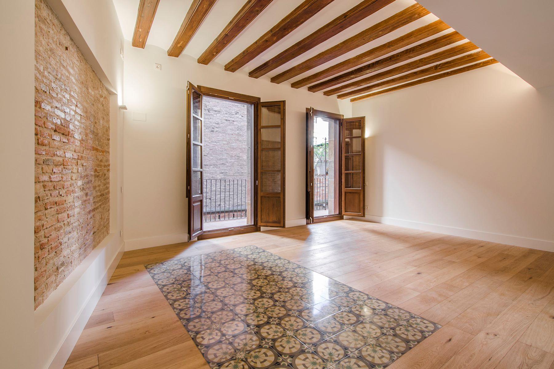 Apartamento por un Venta en Penthouse Duplex with 3 Bedrooms with exclusive terrace Barcelona City, Barcelona, 08002 España