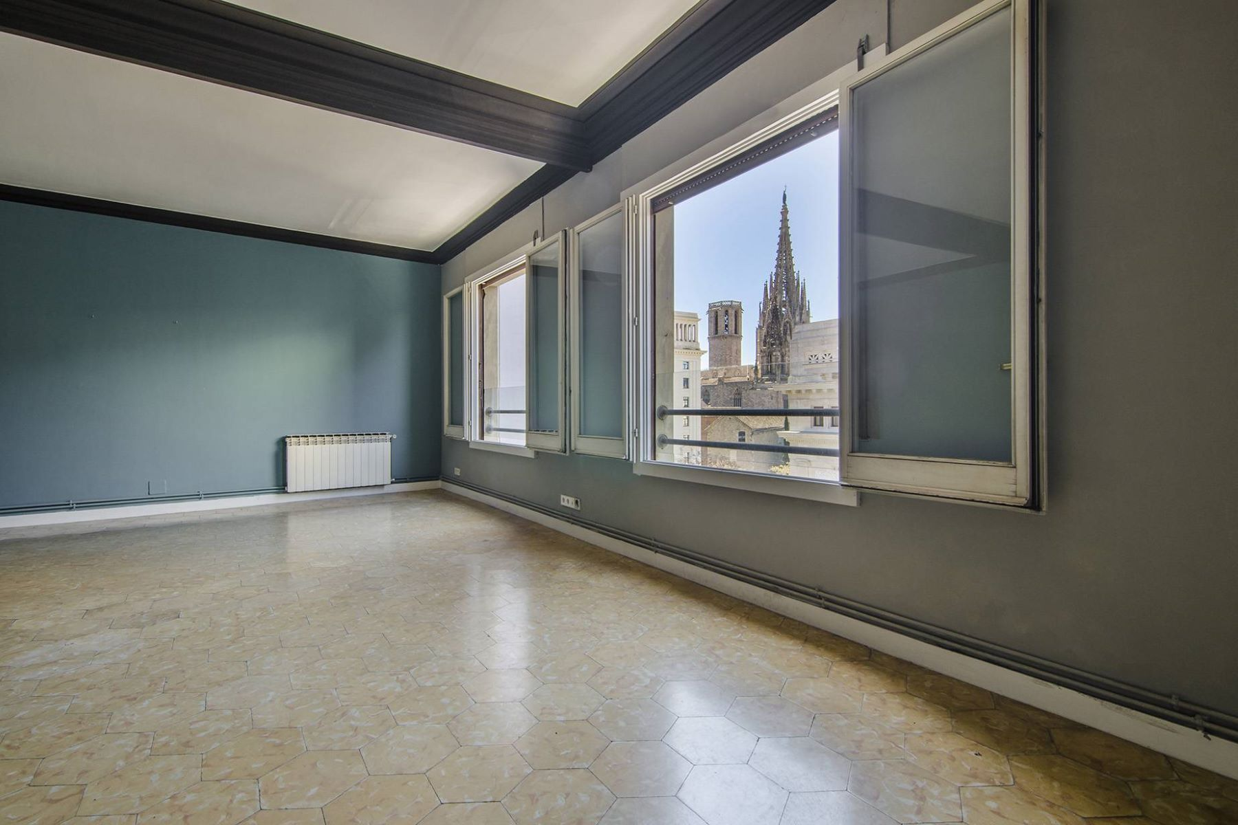 Appartement pour l Vente à Fantastic Apartment to Reform with Views to the Cathedral Barcelona City, Barcelona, 08002 Espagne