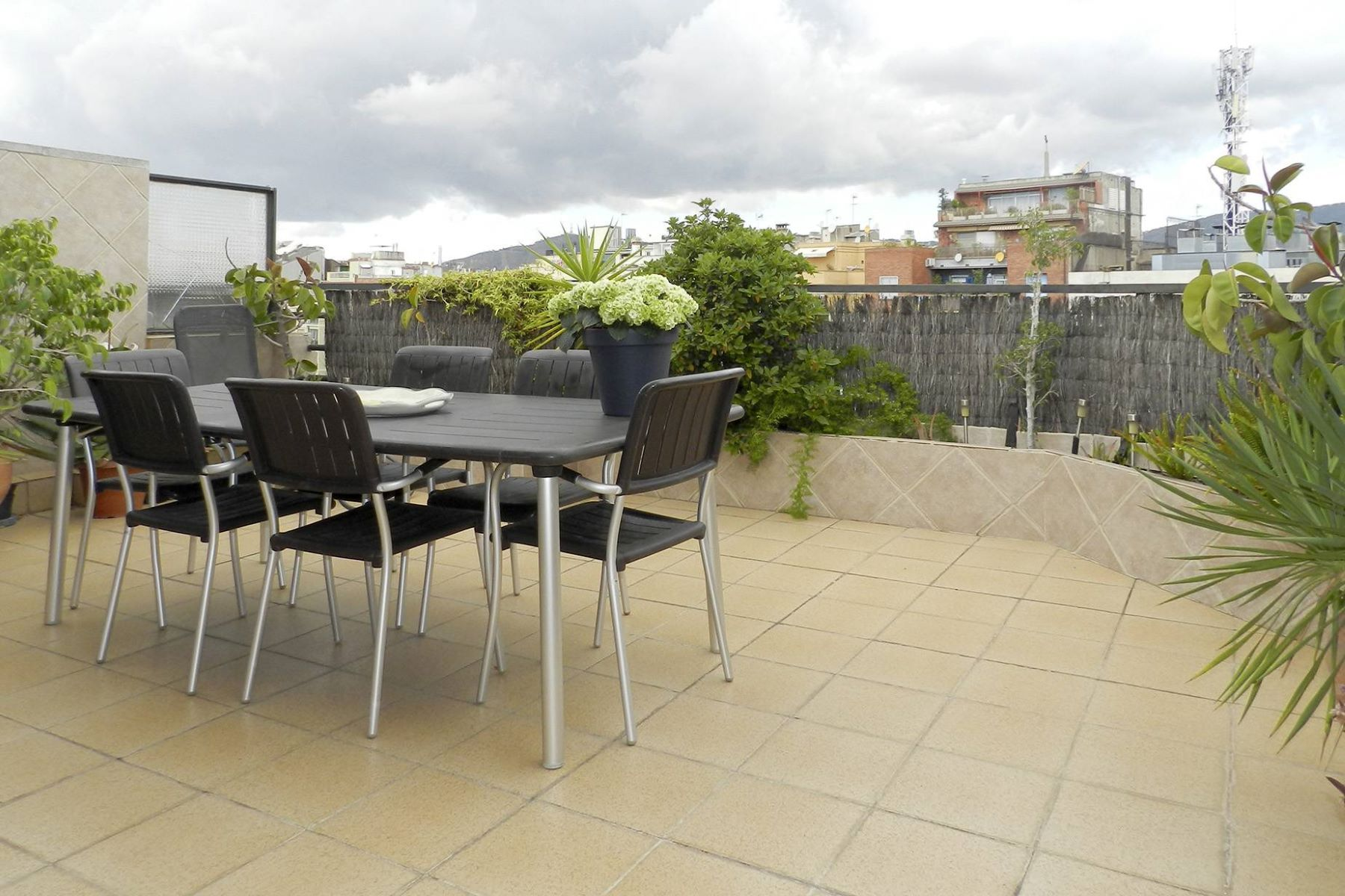 Appartamento per Vendita alle ore A Penthouse for Sale with a Terrace in Eixample Barcelona City, Barcellona, 08007 Spagna