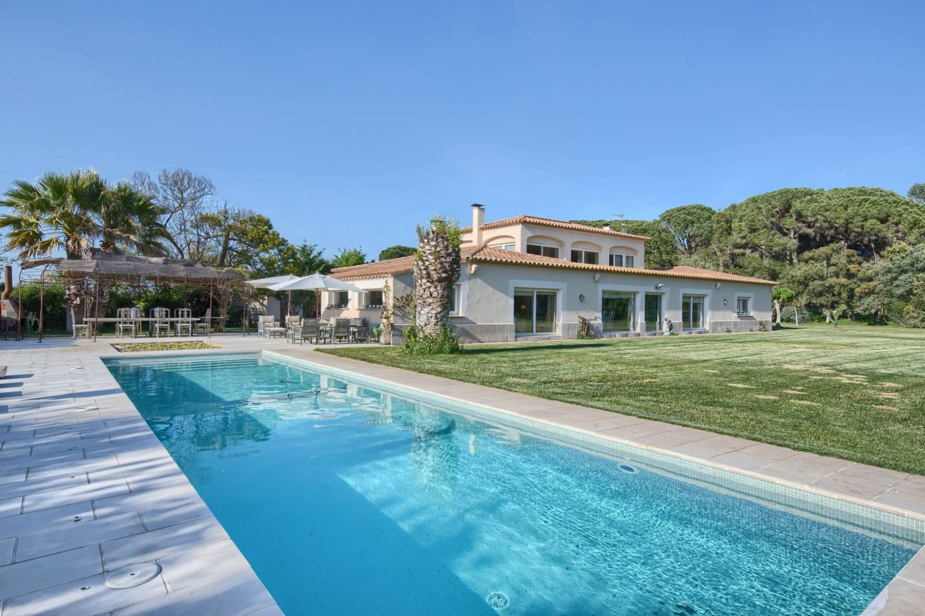 Maison unifamiliale pour l Vente à Exclusive property in the heart of Pals, between the beach and Golf Pals, Costa Brava, 17256 Espagne