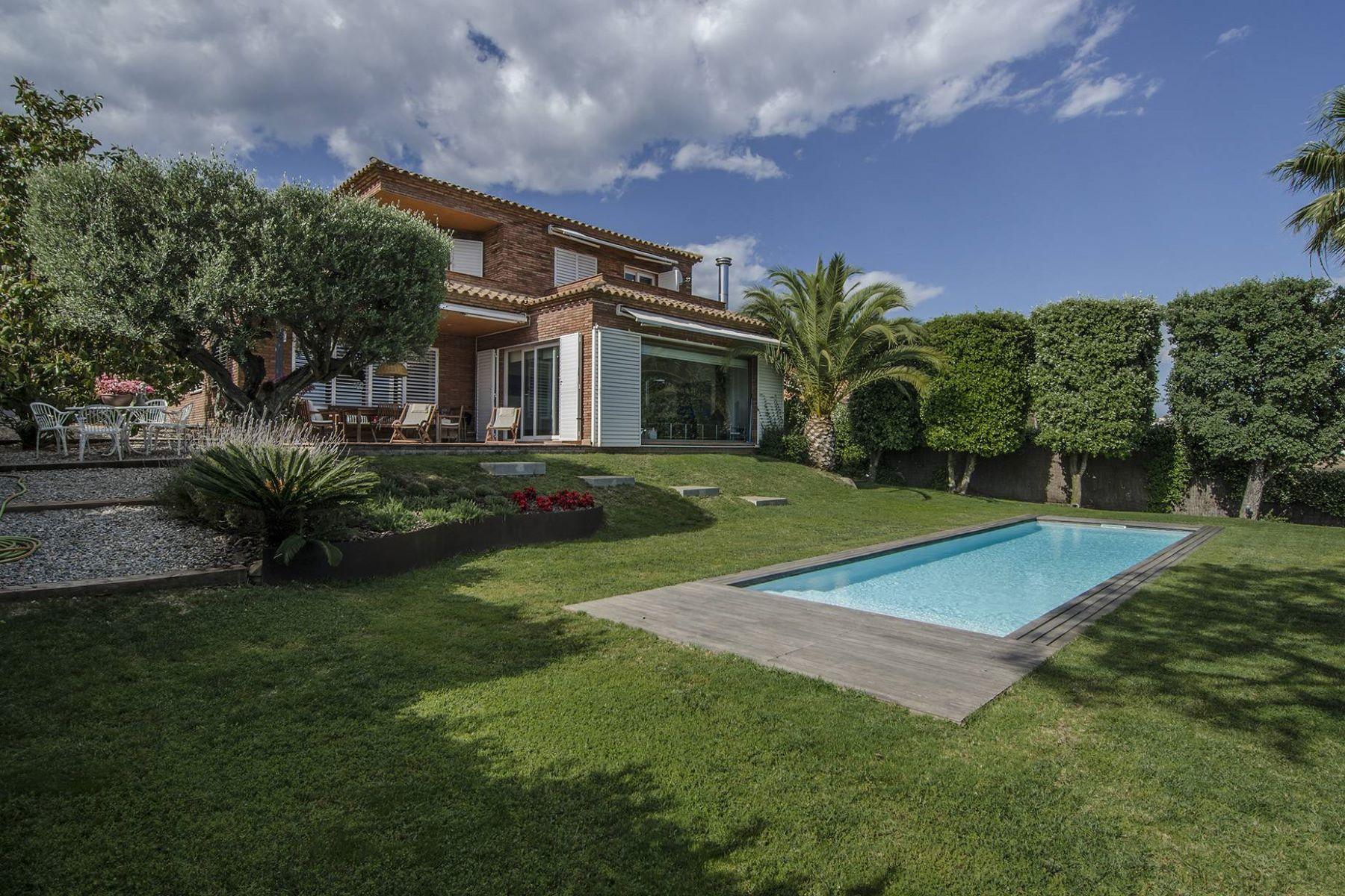 Einfamilienhaus für Verkauf beim House in Teia with Impressive Views Teia, Barcelona, 08329 Spanien