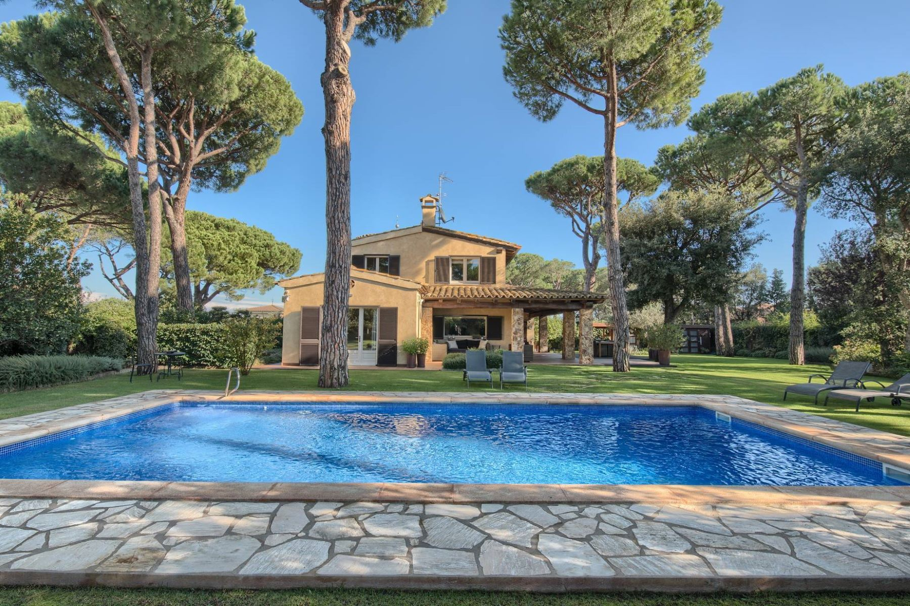 Single Family Home for Sale at Beautiful house on a large plot a few km from Es Castell beach Other Spain, Other Areas In Spain, 17001 Spain