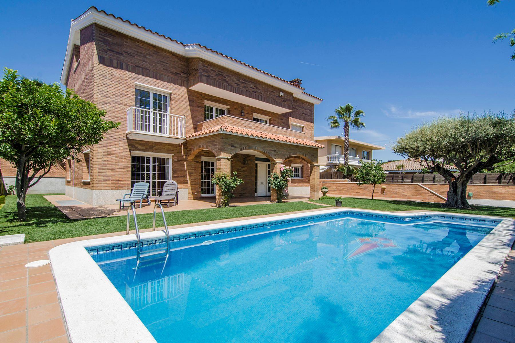 Casa Unifamiliar por un Venta en Big House with a swimming pool in Premia de Mar Vilassar De Mar, Barcelona, 08340 España