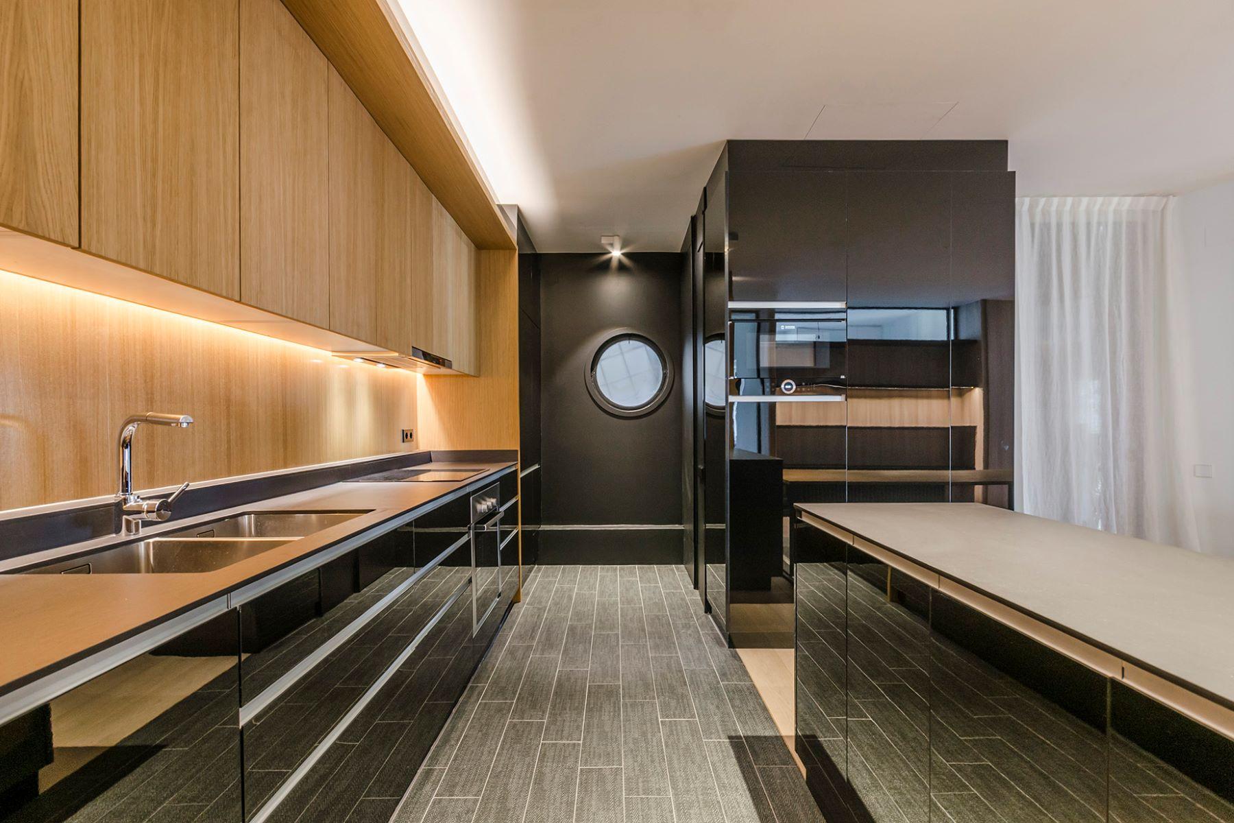 아파트 용 매매 에 Luxurious living within a prestigious location in Barcelona Barcelona City, Barcelona, 08007 스페인