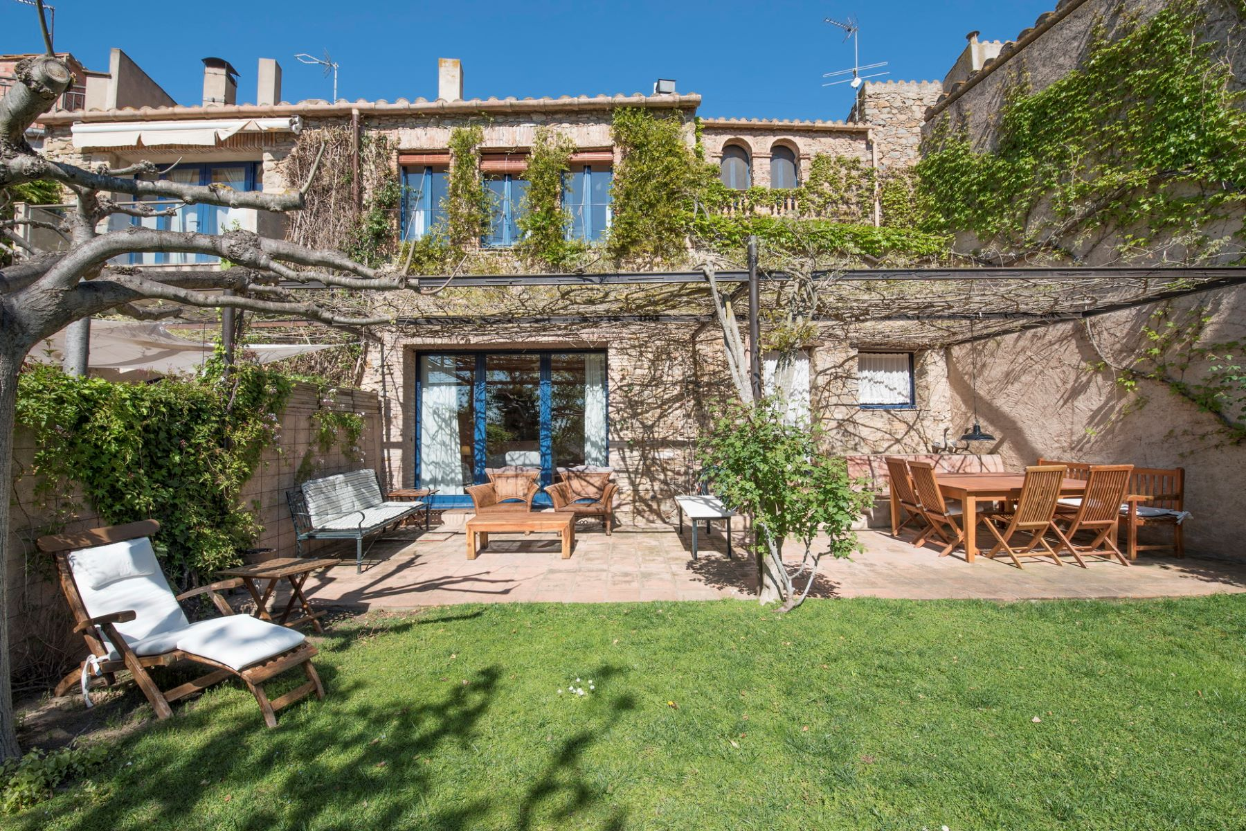 Nhà ở một gia đình vì Bán tại Town house with garden and views in the centre of Ullastret Other Cities Baix Emporda, Barcelona, 17001 Tây Ban Nha