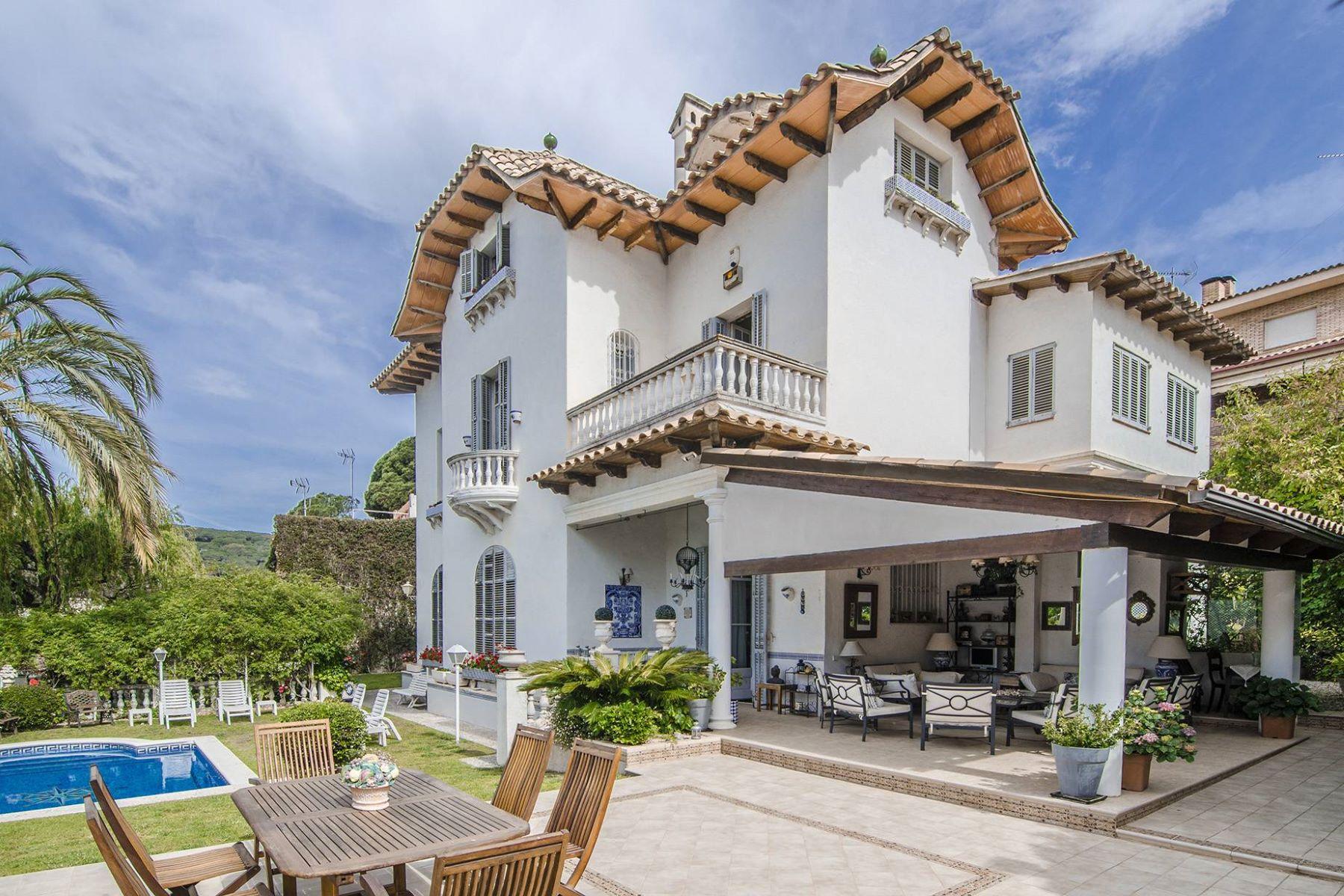 Casa Unifamiliar por un Venta en Majestic Mansion with a Modernist Soul in LLavaneras Sant Andreu De Llavaneres, Barcelona, 08392 España