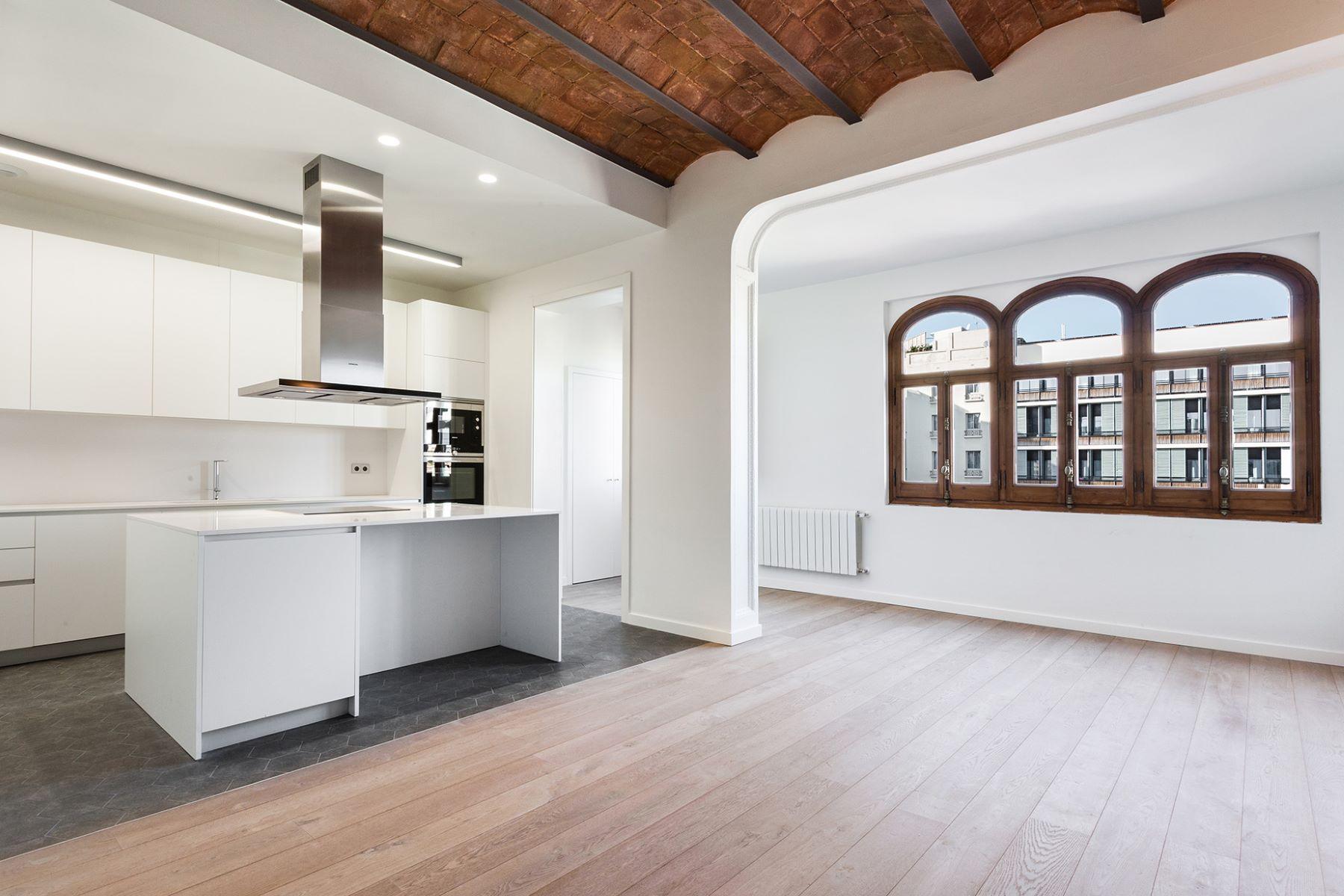 Apartamento por un Venta en Exclusive Penthouse in Front of Casa Calvet, Eixample Barcelona City, Barcelona, 08007 España