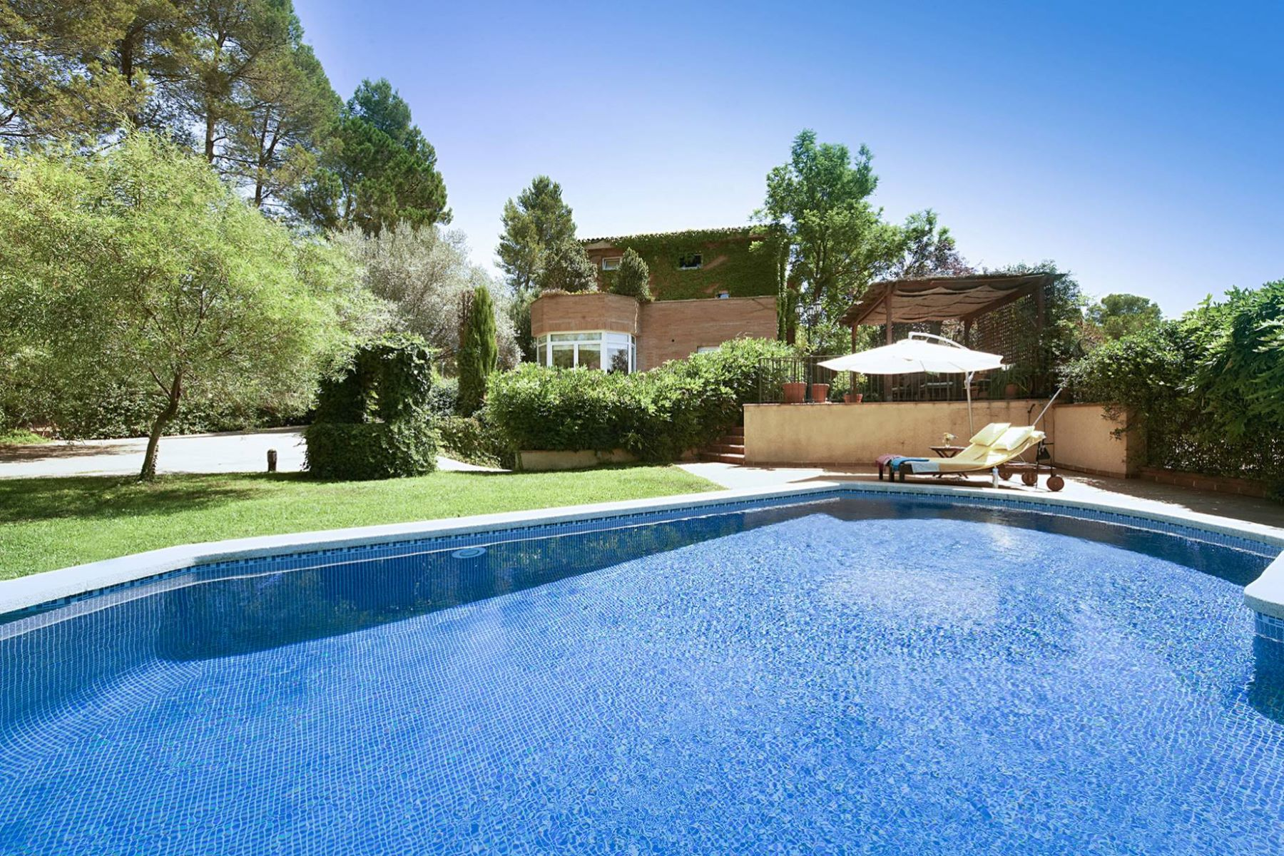 Single Family Home for Sale at Impressive Villa in Sant Cugat del Vallès Sant Cugat Del Valles, Barcelona, 08172 Spain