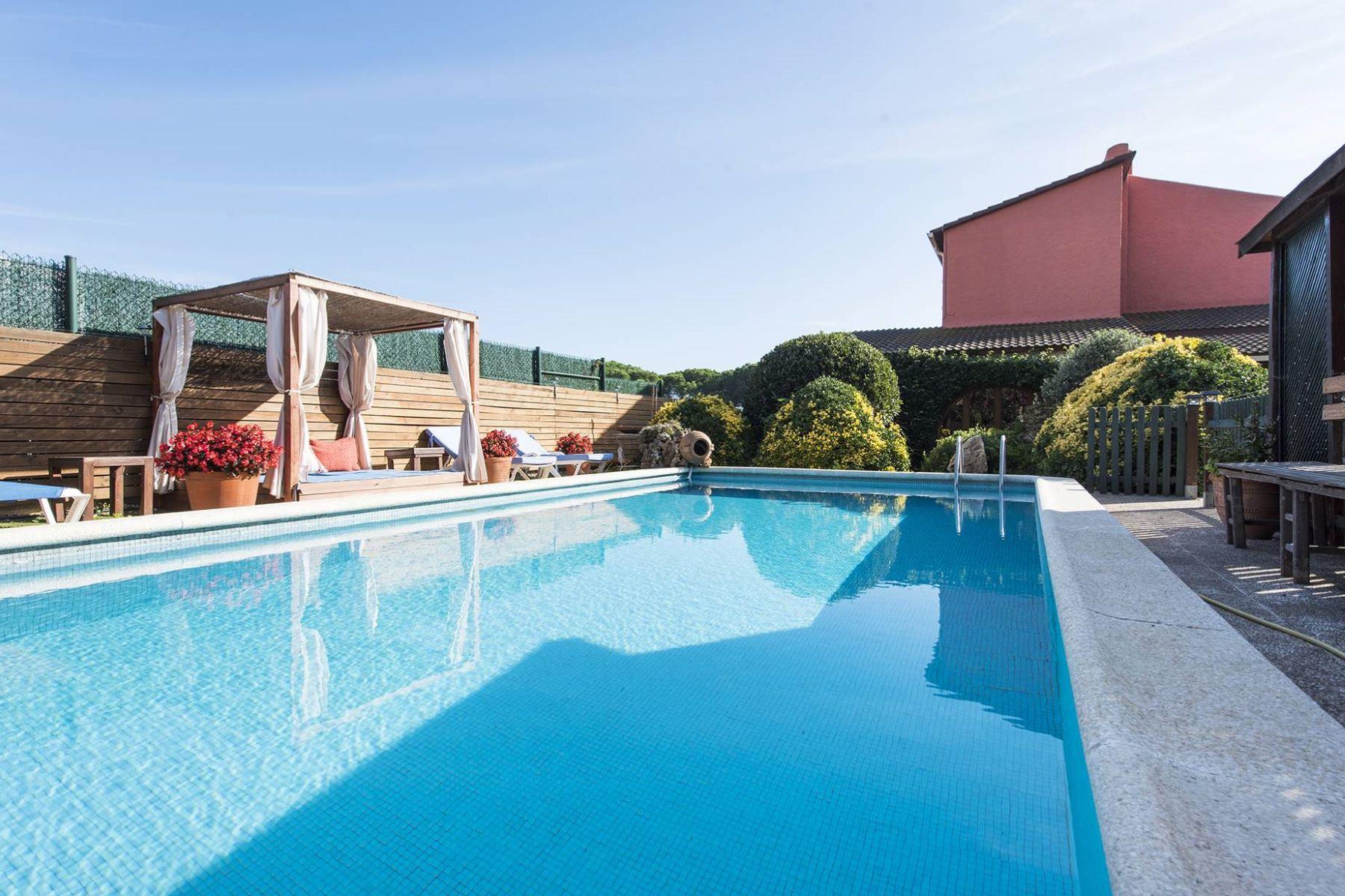Single Family Home for Sale at Acogedora casa mediterranea en zona residencial buscada a 10 minutos andando ... Sant Antoni De Calonge, Costa Brava, 17252 Spain