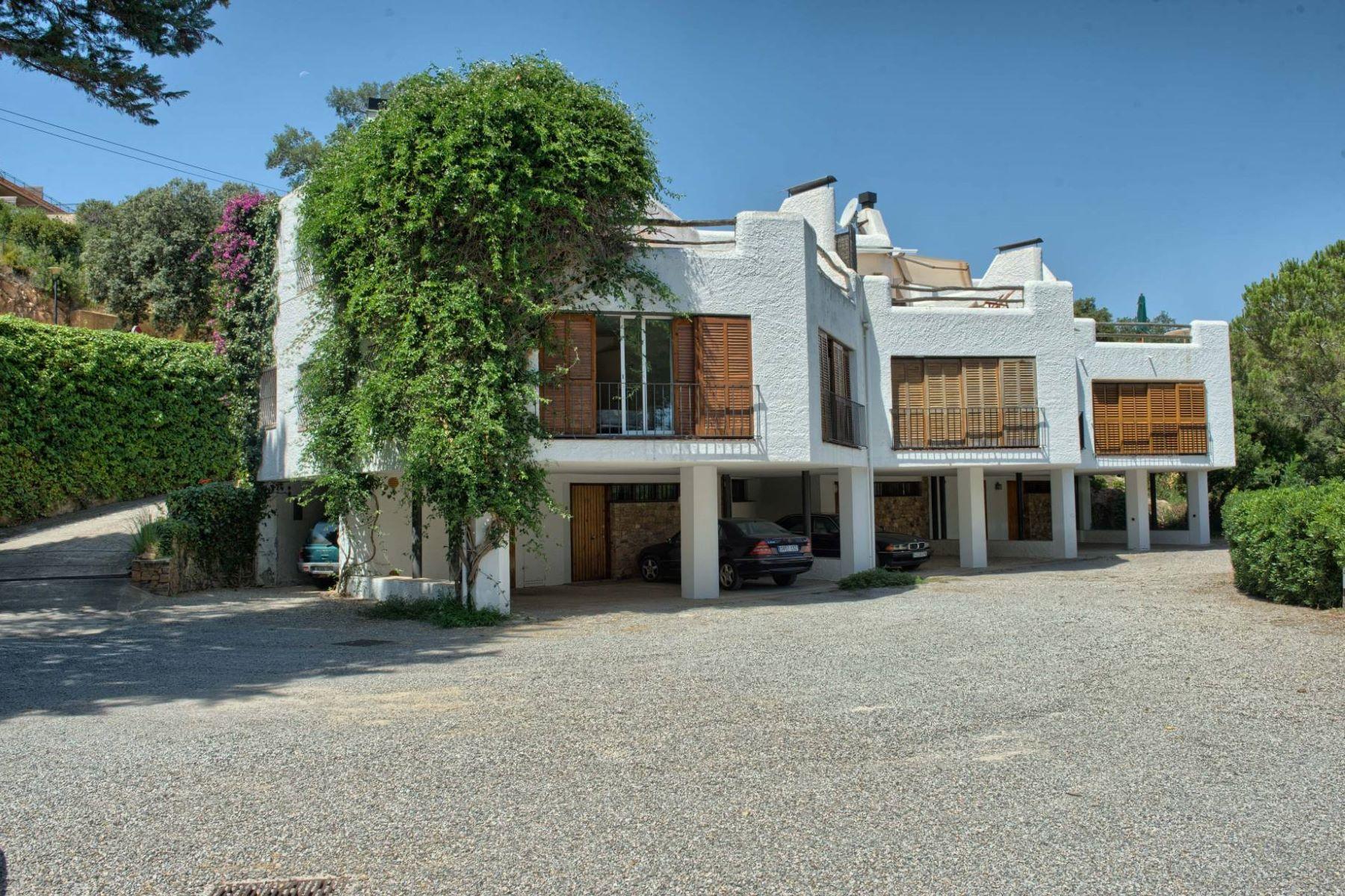 Maison unifamiliale pour l Vente à Corner terraced house 100 steps from the sea in Aiguablava Begur, Costa Brava, 17255 Espagne