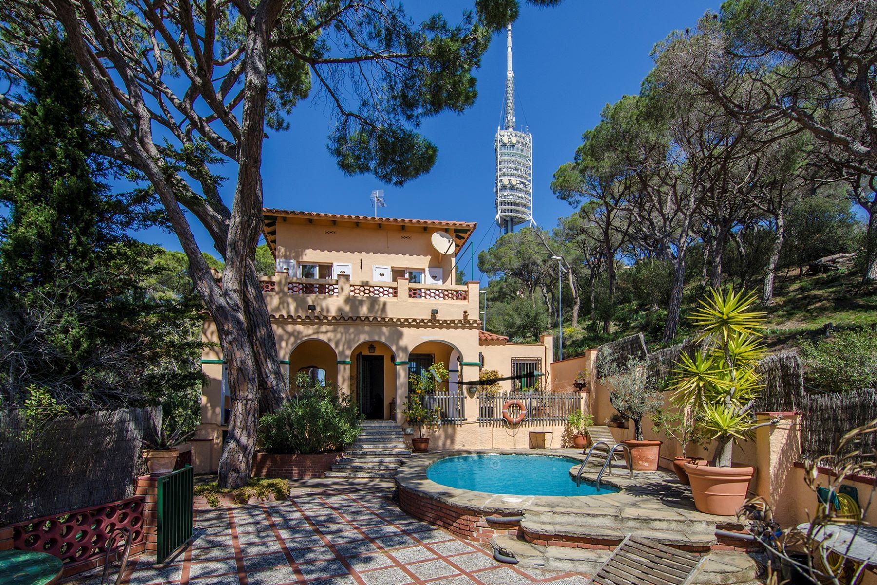 Einfamilienhaus für Verkauf beim Rustic House with Views in Uptown Barcelona Barcelona City, Barcelona, 08034 Spanien