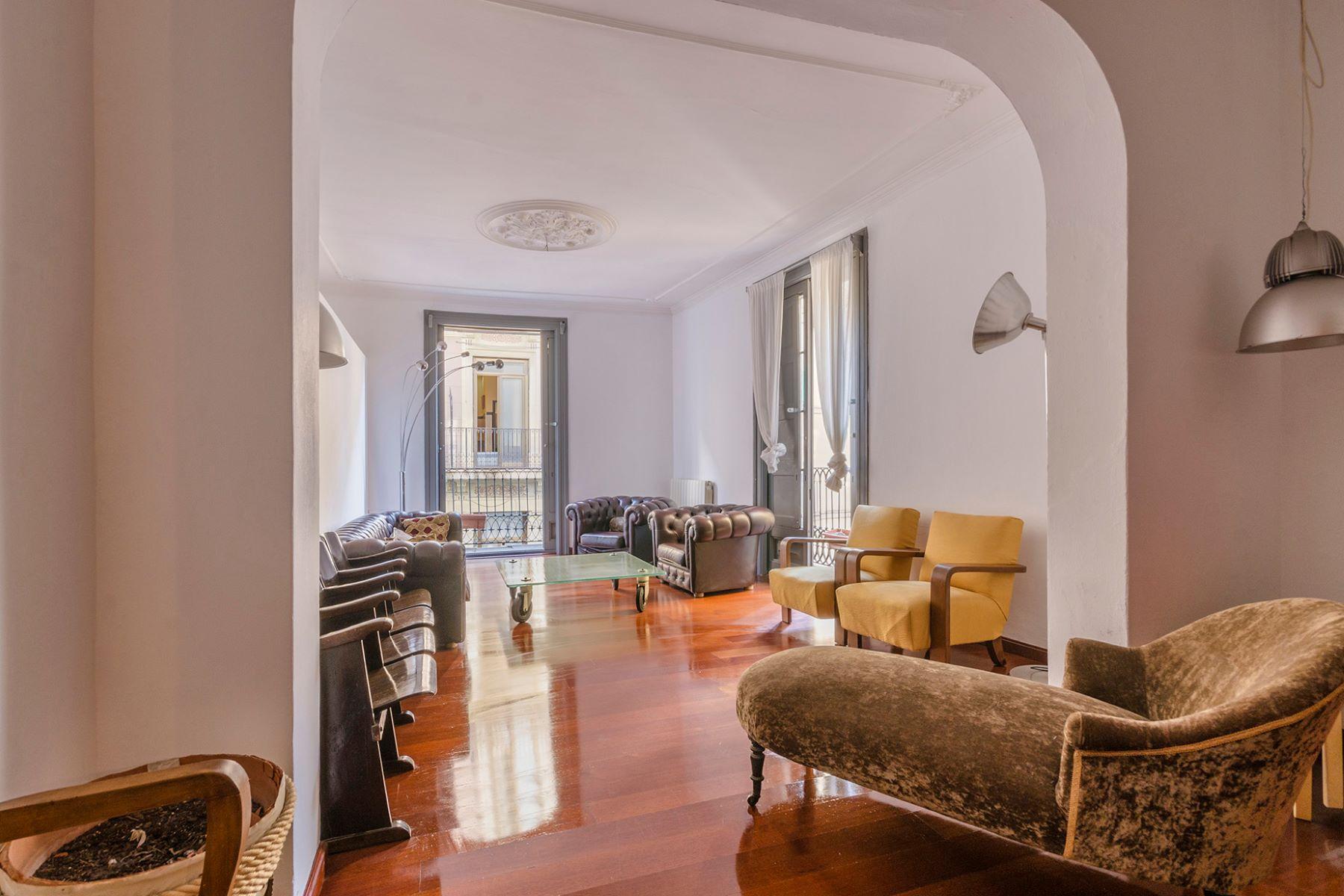 公寓 為 出售 在 Spacious apartment and a great investment opportunity in the Gothic quarter Barcelona City, Barcelona, 08002 西班牙