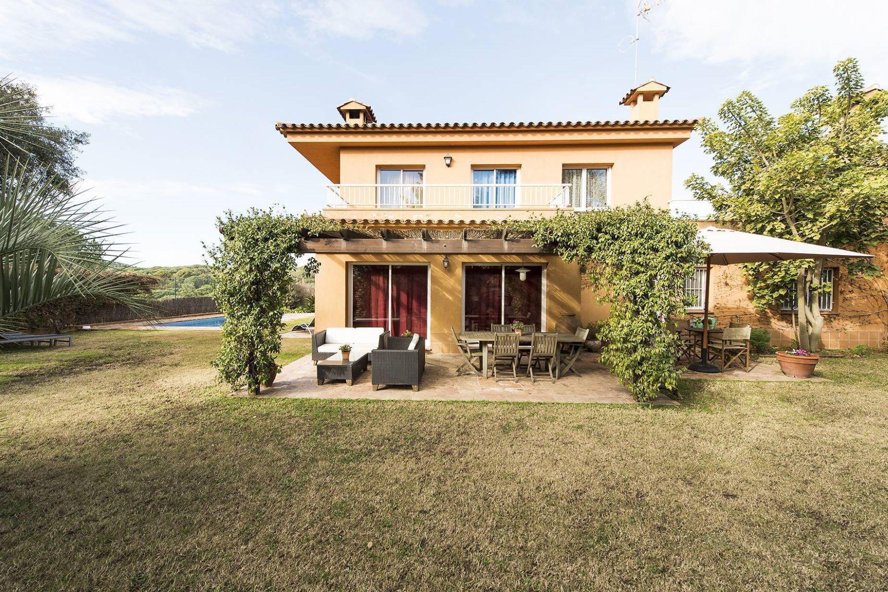 Casa Unifamiliar por un Venta en Welcoming house in exclusive area near the beach of Fenals Lloret De Mar, Costa Brava, 17310 España