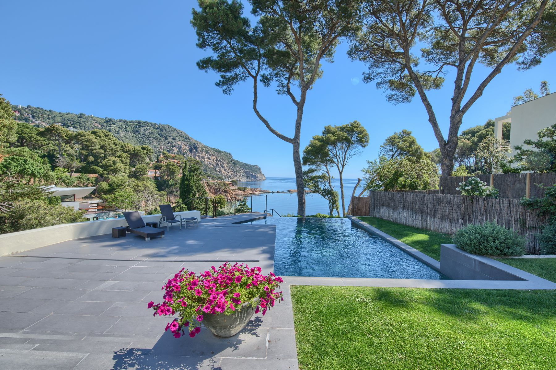 단독 가정 주택 용 매매 에 Magnificent modern sea front villa for sale in Aiguablava Begur, Costa Brava, 17255 스페인