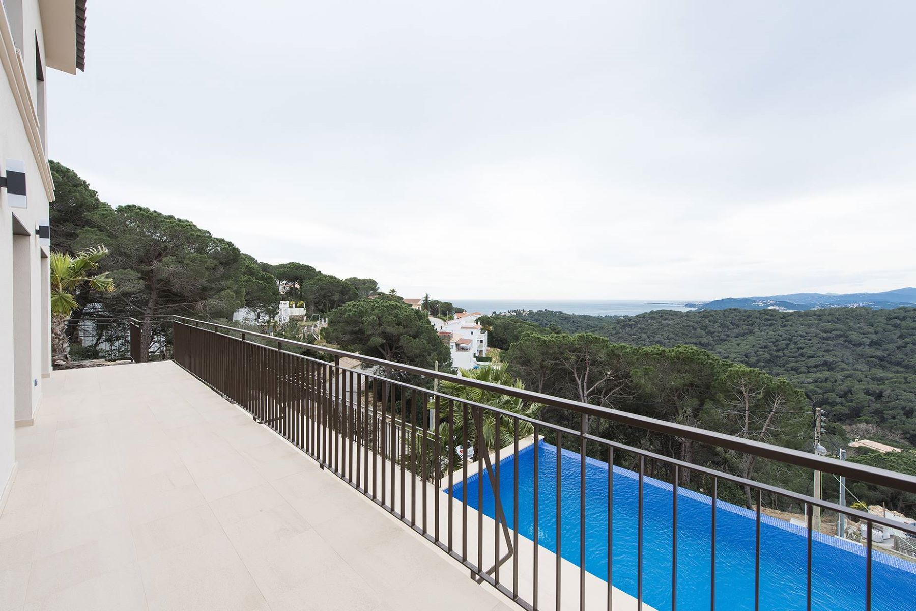Maison unifamiliale pour l Vente à Newly built villa with fantastic sea views just 5 minutes to the beach Lloret De Mar, Costa Brava, 17310 Espagne