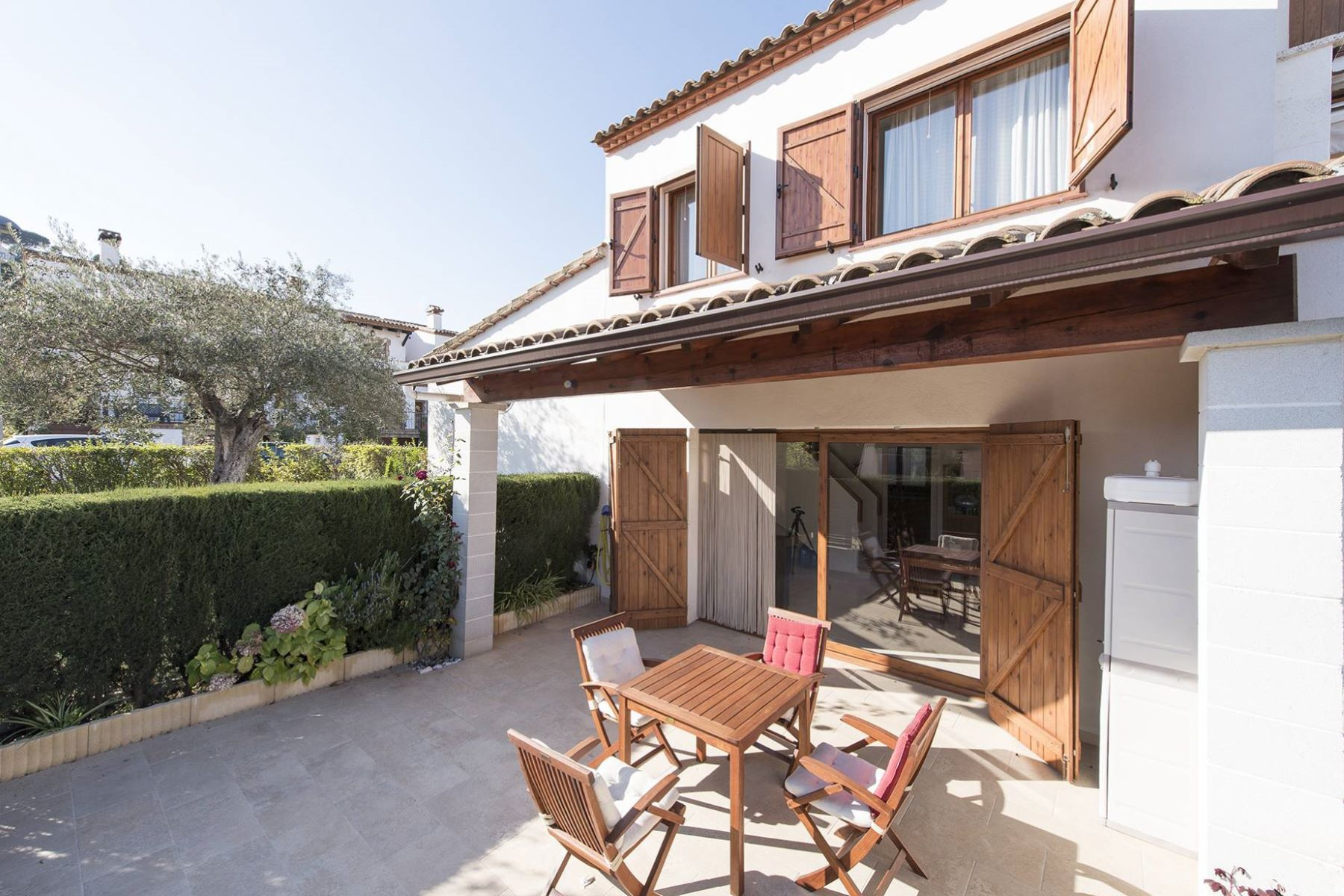 Single Family Home for Sale at Cosy terraced house 500 m from the beach of Torre Valentina Torrevalentina, Barcelona, 17252 Spain