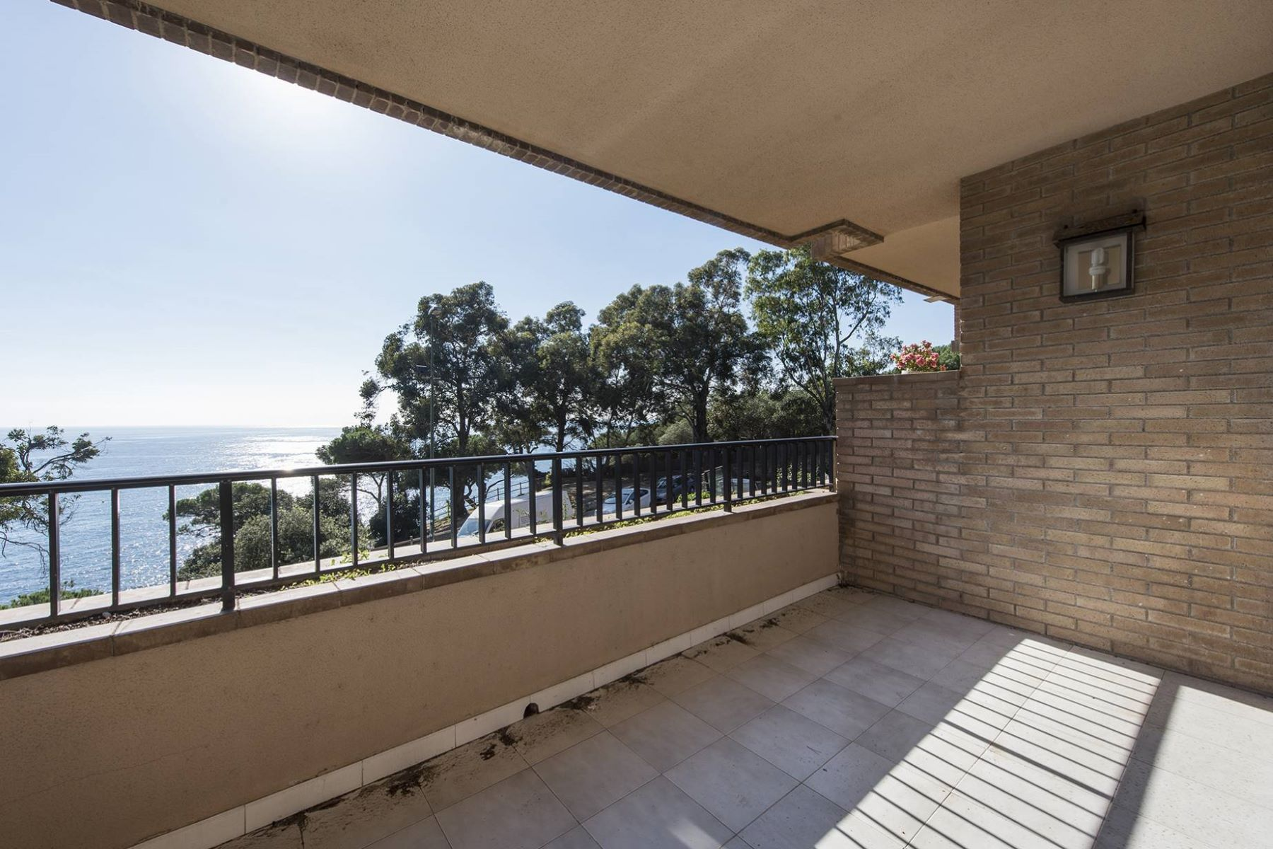 Căn hộ vì Bán tại Apartment on the seafront with fantastic views 50 m from the beach Lloret De Mar, Costa Brava, 17310 Tây Ban Nha