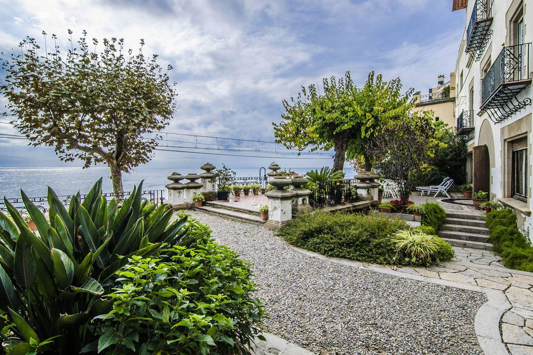 Частный односемейный дом для того Продажа на Impressive Seafront Modernist House Sant Pol De Mar, Barcelona, 08395 Испания
