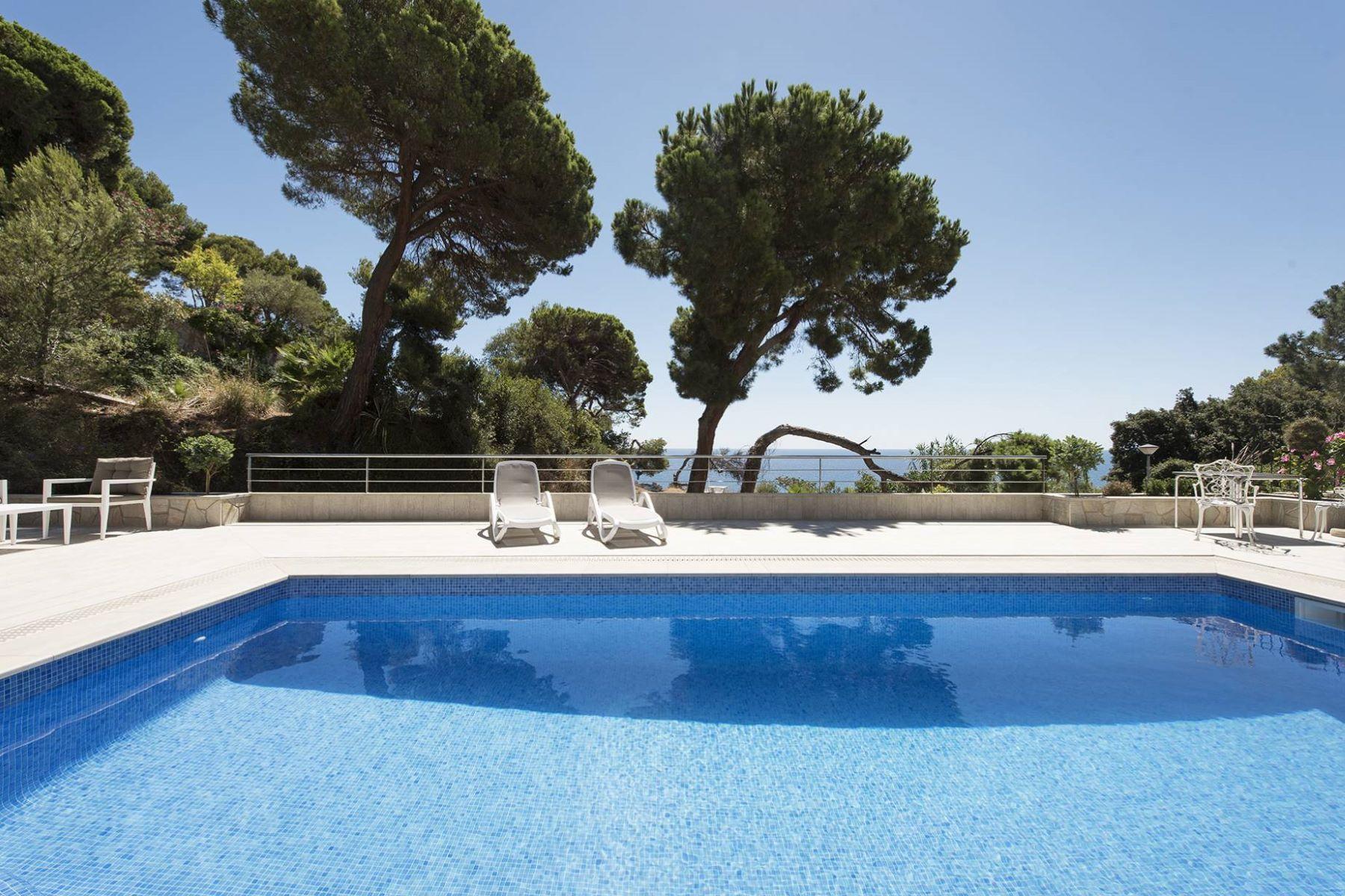 Casa Unifamiliar por un Venta en Mediterranean Style Sea Front House Lloret De Mar, Costa Brava, 17310 España