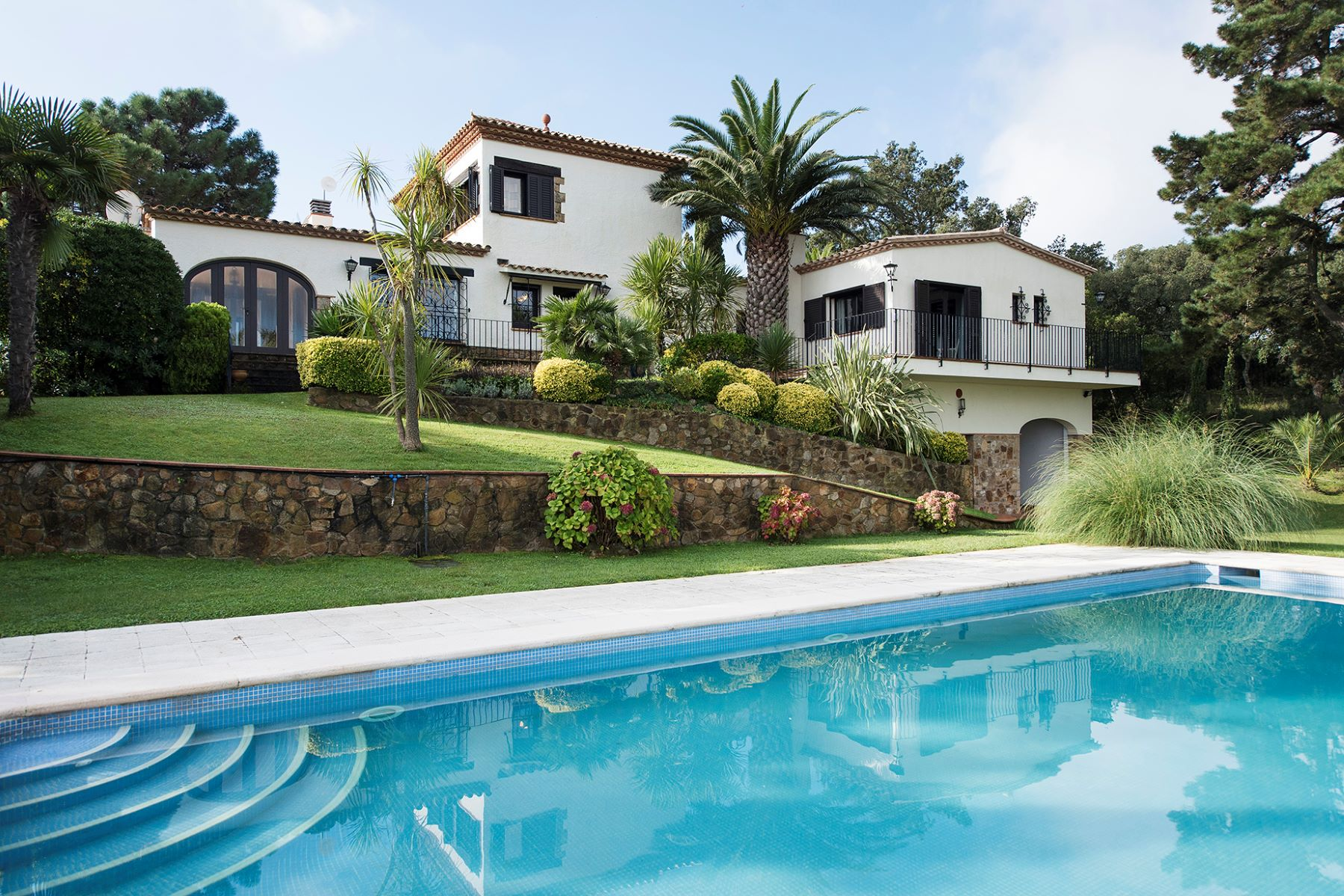 Single Family Home for Sale at Cosy villa with large garden and views of the mountains and sea Playa De Aro, Costa Brava, 17250 Spain