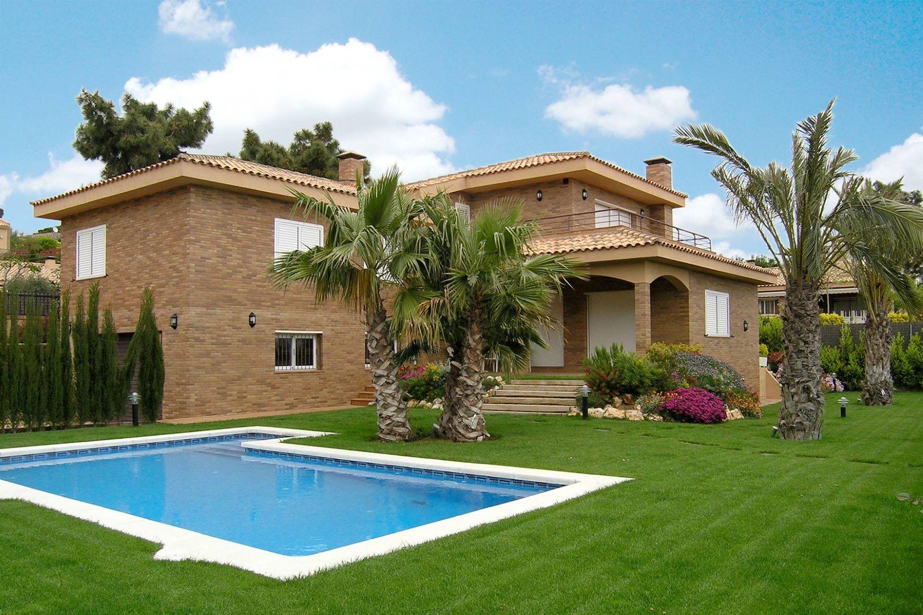 Single Family Home for Sale at Beautiful house in a quiet cozy development in Sant Pol de Mar Sant Pol De Mar, Barcelona, 08395 Spain