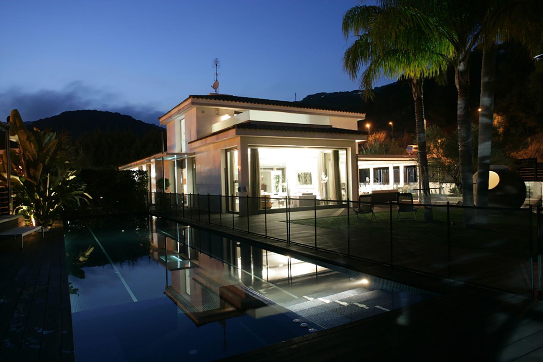 Casa para uma família para Venda às Avant-Garde Villa in Maresme Sant Andreu De Llavaneres, Barcelona, 08392 Espanha