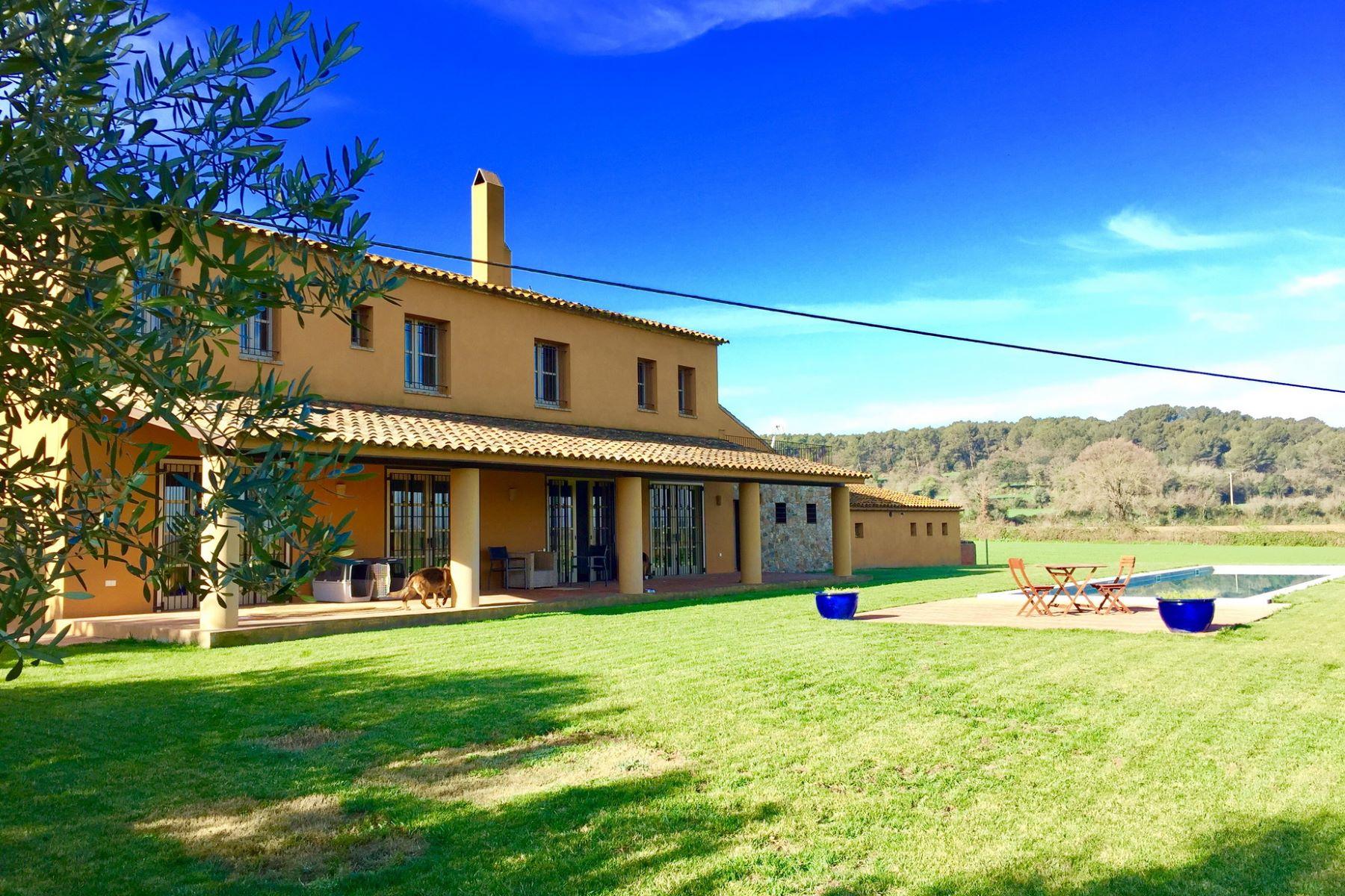 단독 가정 주택 용 매매 에 Country house with views near the Golf Other Spain, 스페인의 기타 지역, 17001 스페인