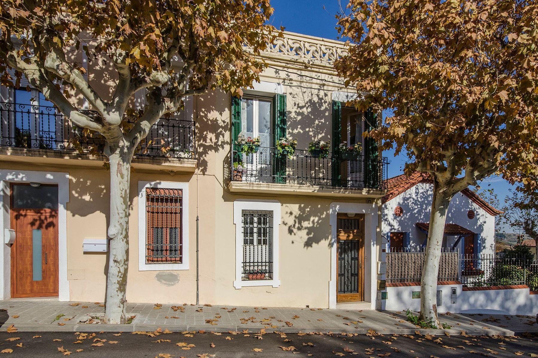 Частный односемейный дом для того Продажа на 3 bedroom townhouse near Barcelona Other Cities Barcelona North Coast, Barcelona, 08328 Испания