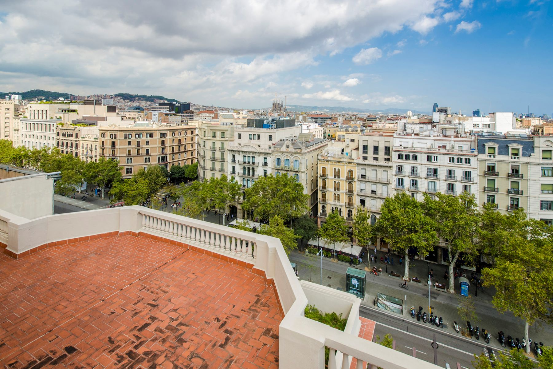 公寓 為 出售 在 Impressive Penthouse to renovate with a big terrace. Barcelona City, Barcelona, 08007 西班牙