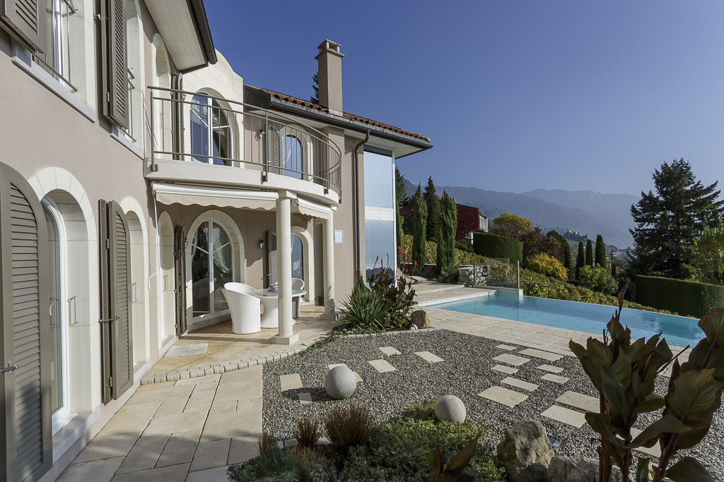 Property For Sale at Luxurious property with infinity pool Panoramic lake view