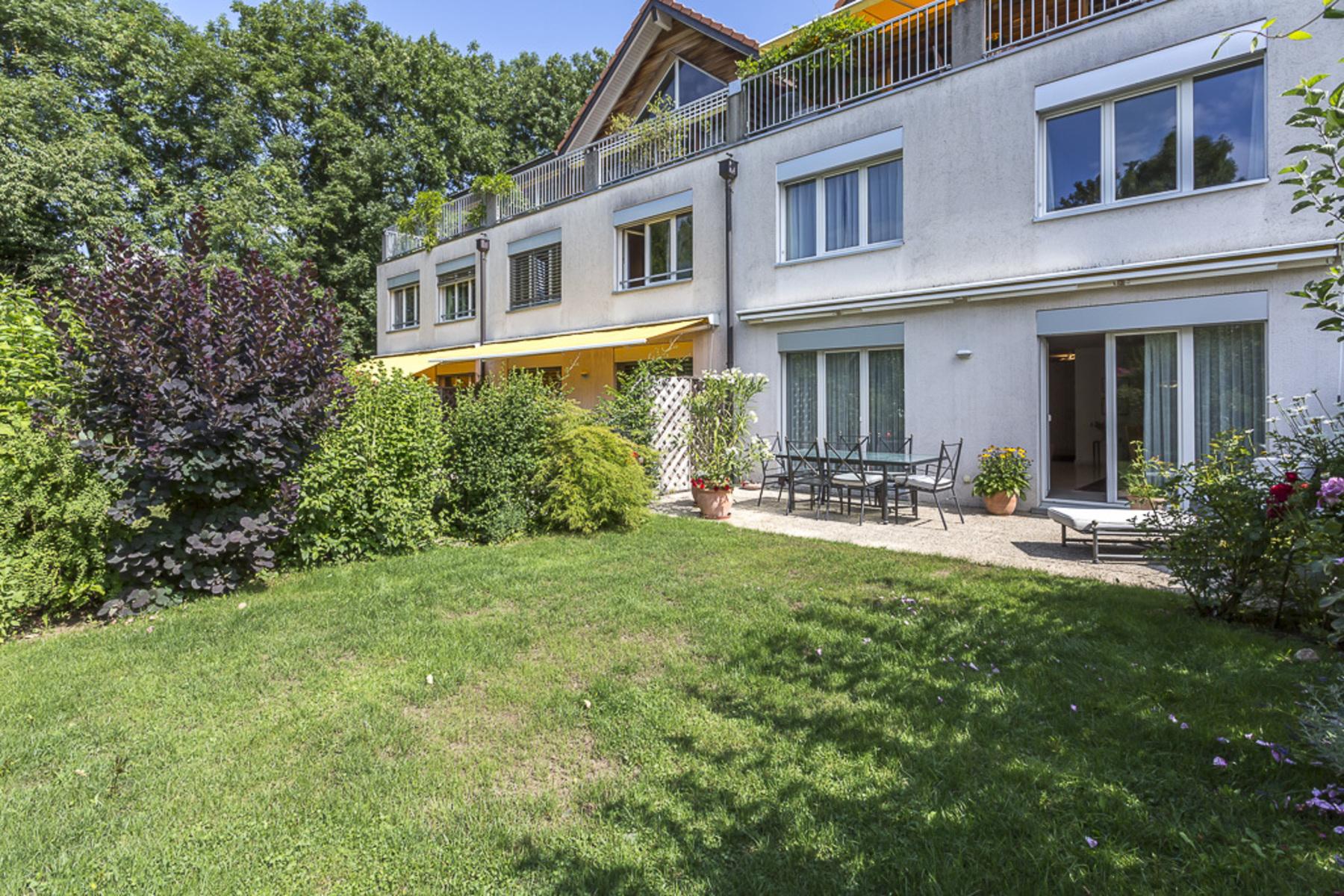 아파트 용 매매 에 Stunning ground-floor duplex in perfect condition Drize Troinex, 제네바, 1256 스위스