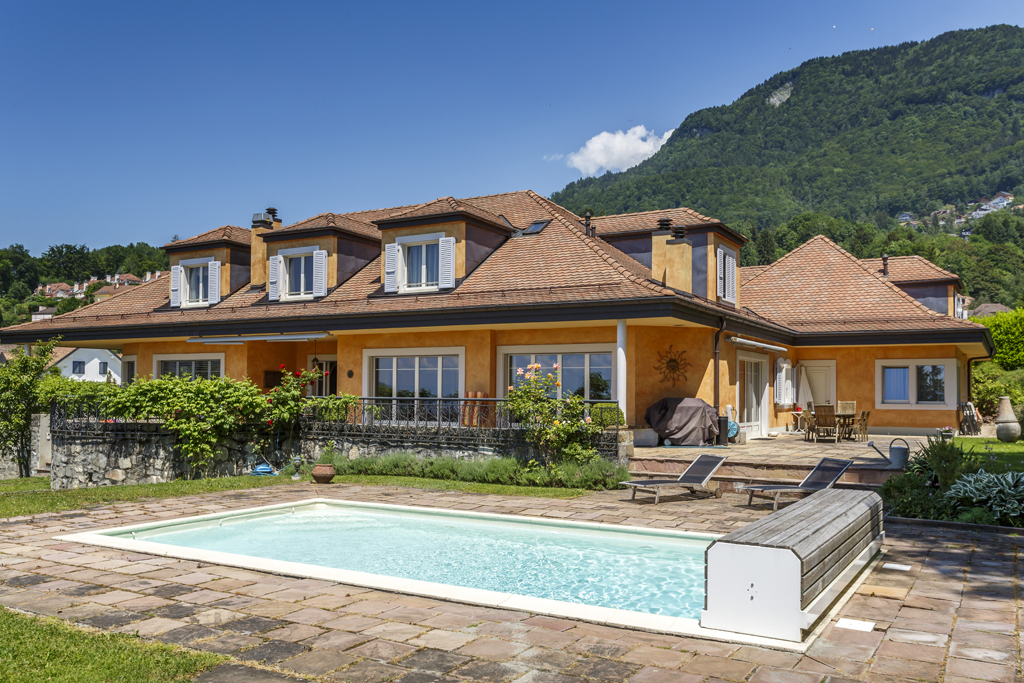 Property For Sale at Elegance and intimacy 12-room mansion