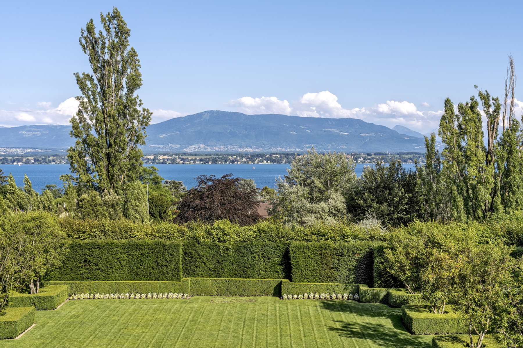 Additional photo for property listing at Exceptional property just outside Geneva Mies Mies, 沃州 1295 瑞士