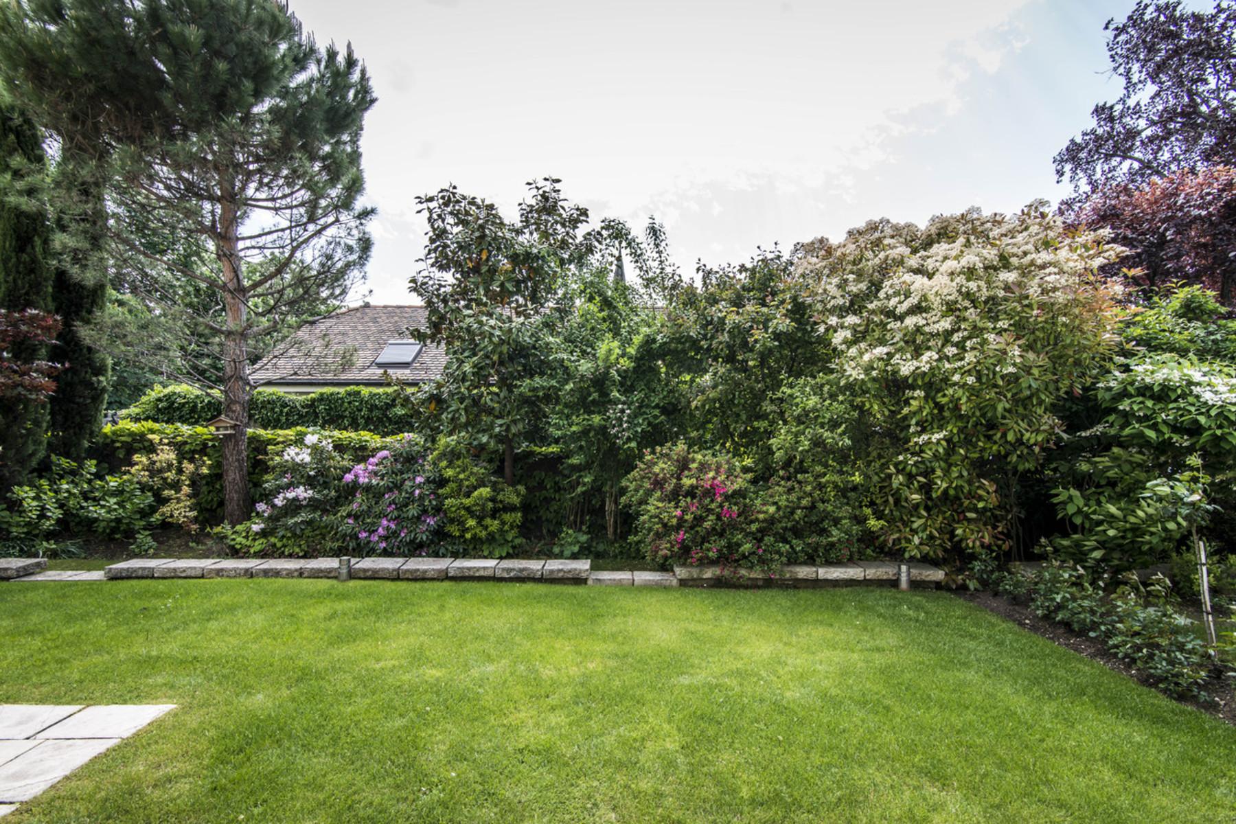 コンドミニアム のために 売買 アット Exceptional location for this beautiful apartment with garden Cologny Cologny, ジュネーブ, 1223 スイス