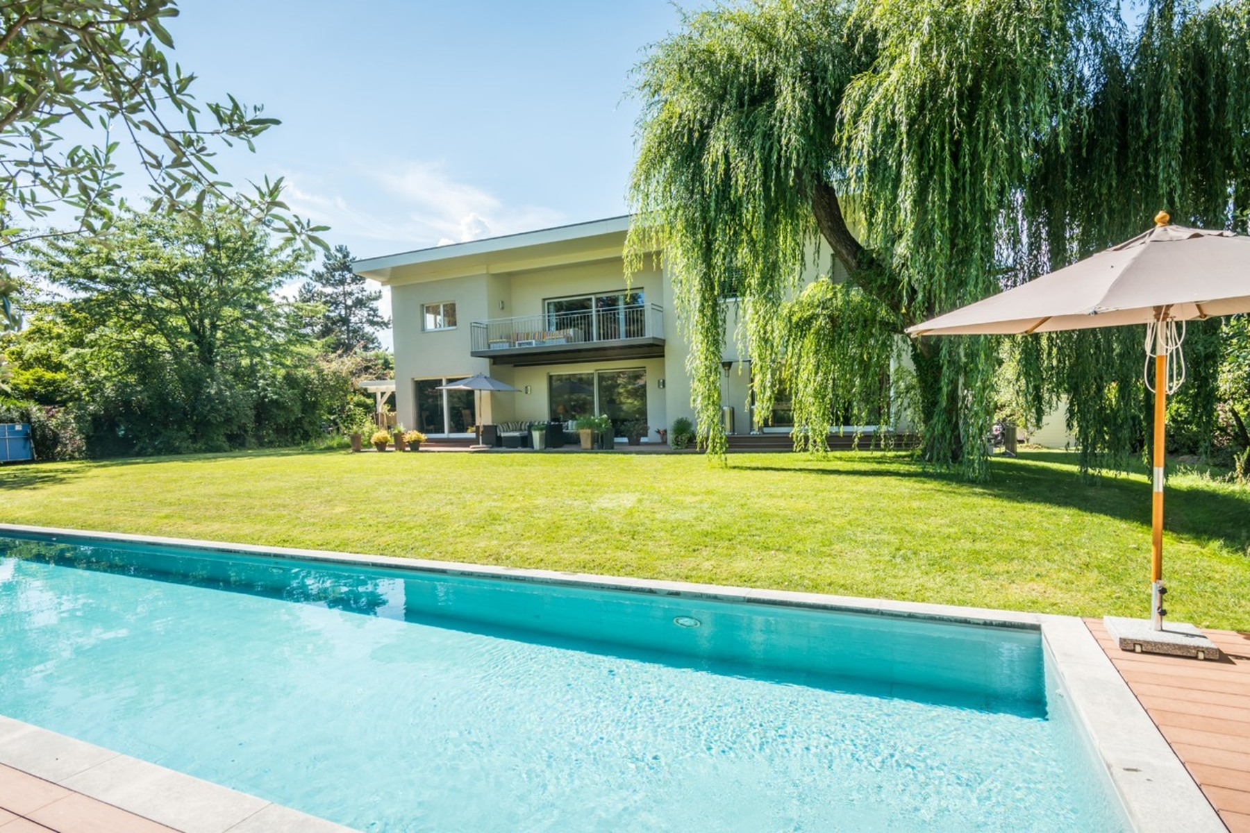 Additional photo for property listing at Detached, spacious villa with plenty of natural light Vandoeuvres Vandoeuvres, Geneva 1253 Switzerland