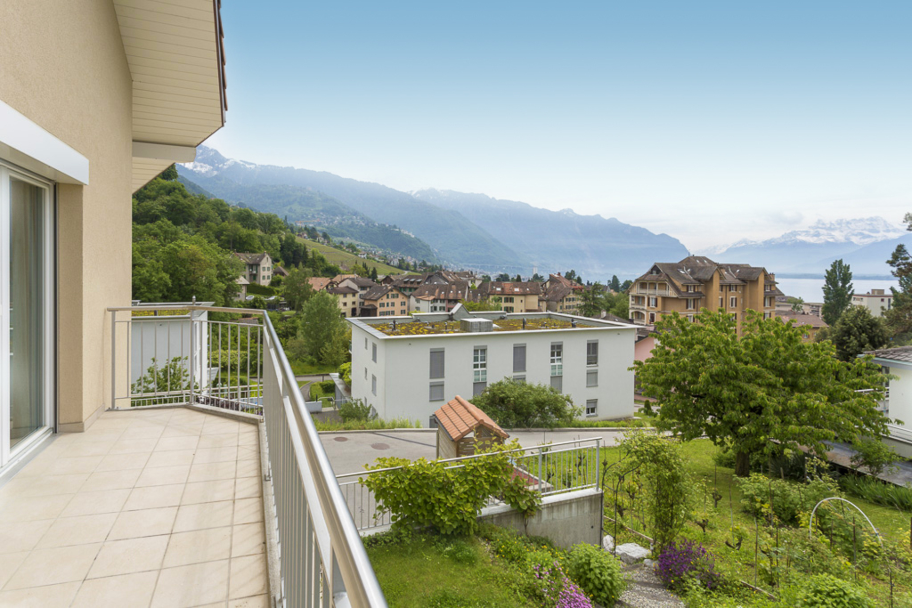 sales property at Modern 6.5-room terraced house in the heart of Tavel