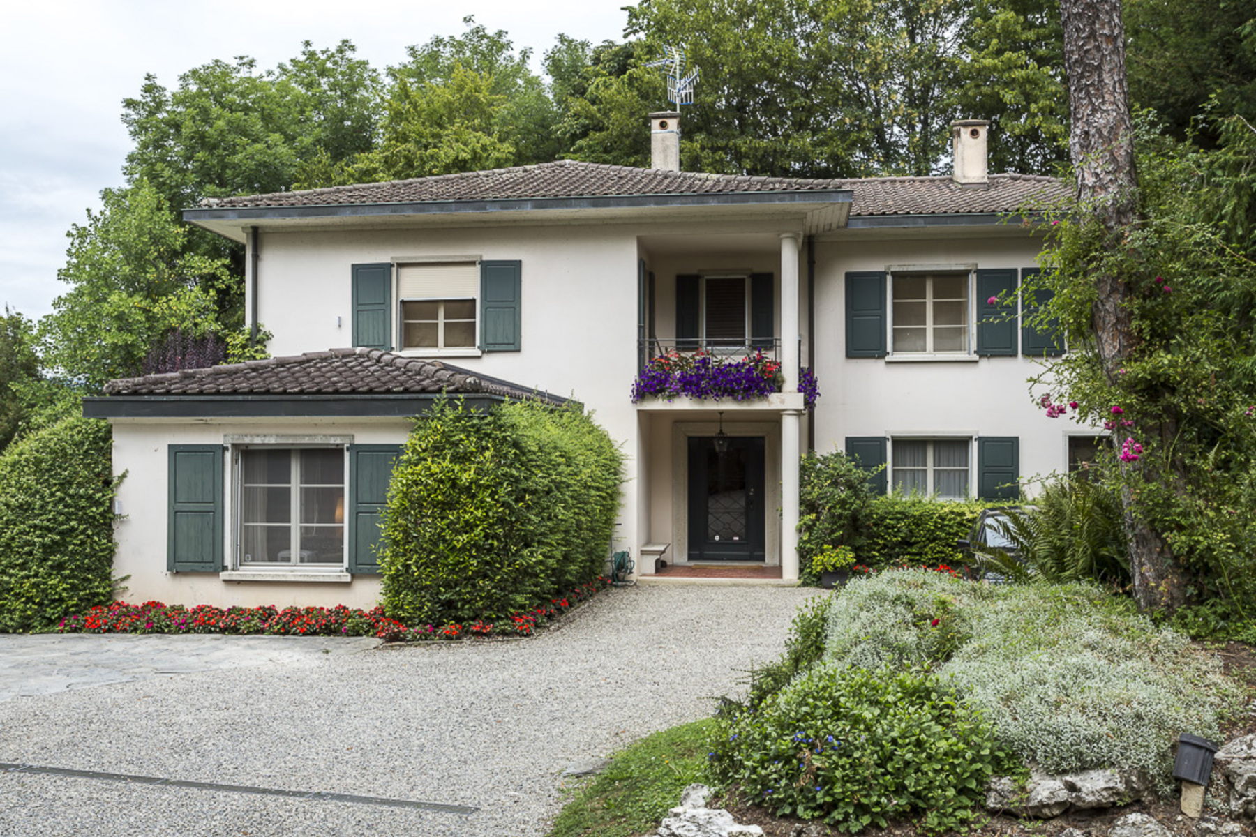 Single Family Home for Sale at Exclusive location with private access to the lake! Vésenaz Other Switzerland, Other Areas In Switzerland, 1222 Switzerland