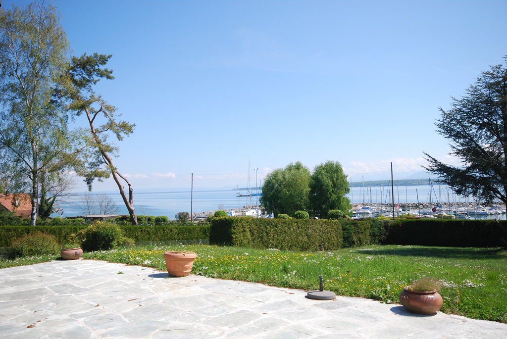 Property For Sale at One-level detached house with superb view over the lake