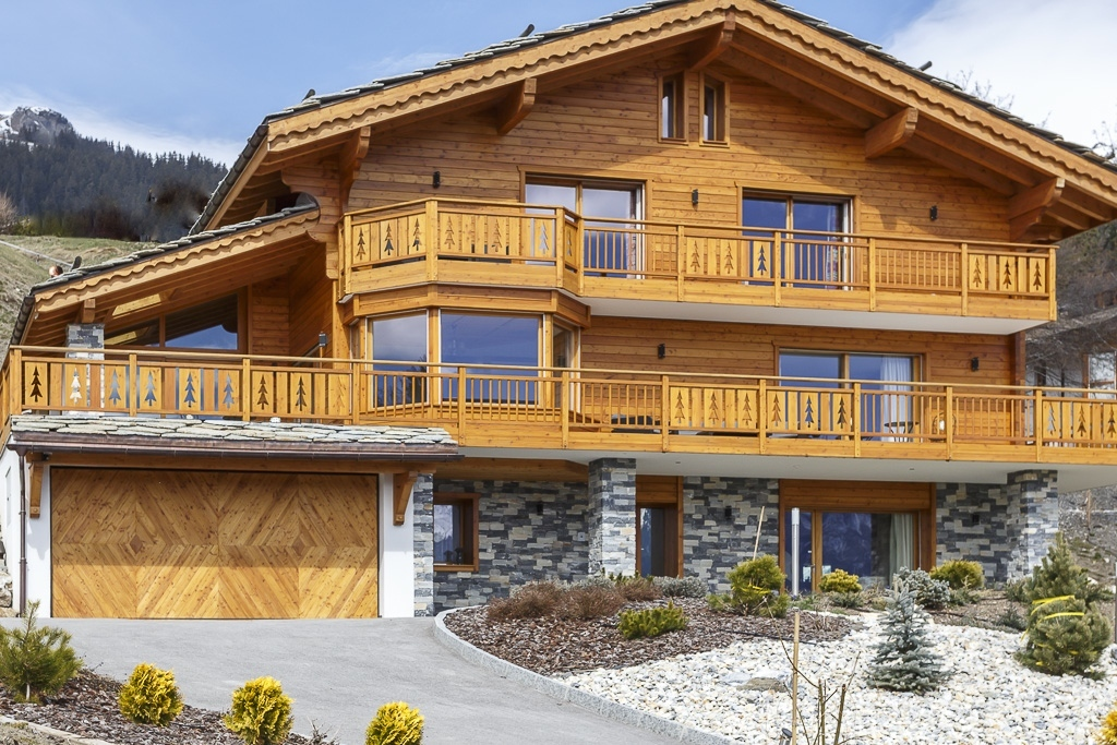 Property For Sale at Superb chalet with breathtaking views over the Alps