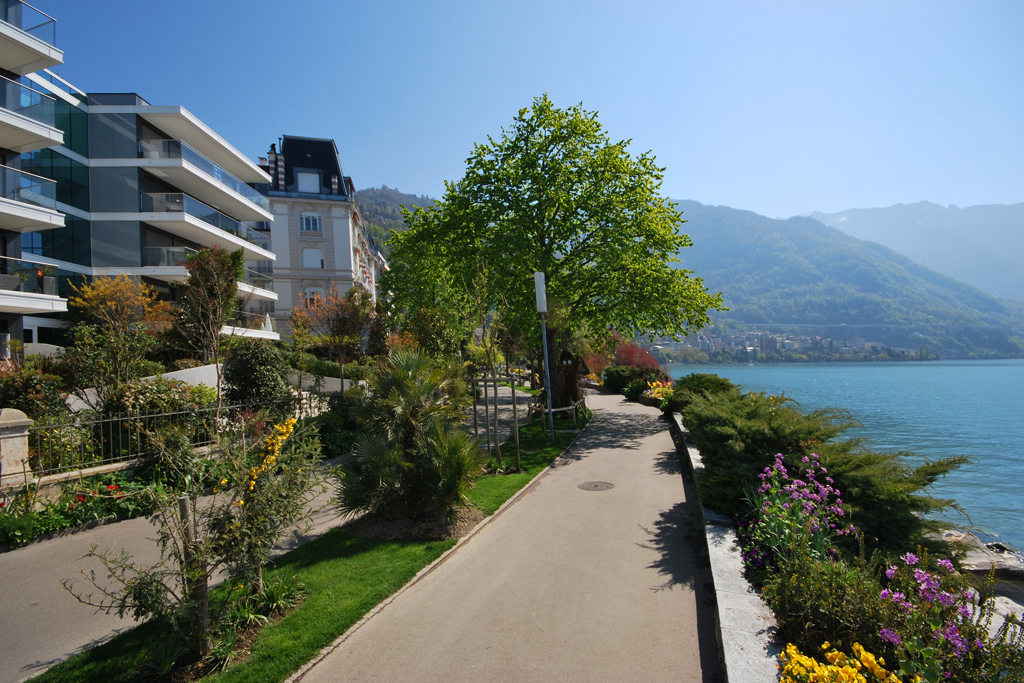 Property For Sale at Résidence Villa les Bains 4.5 room furnished penthouse On the lakeshore
