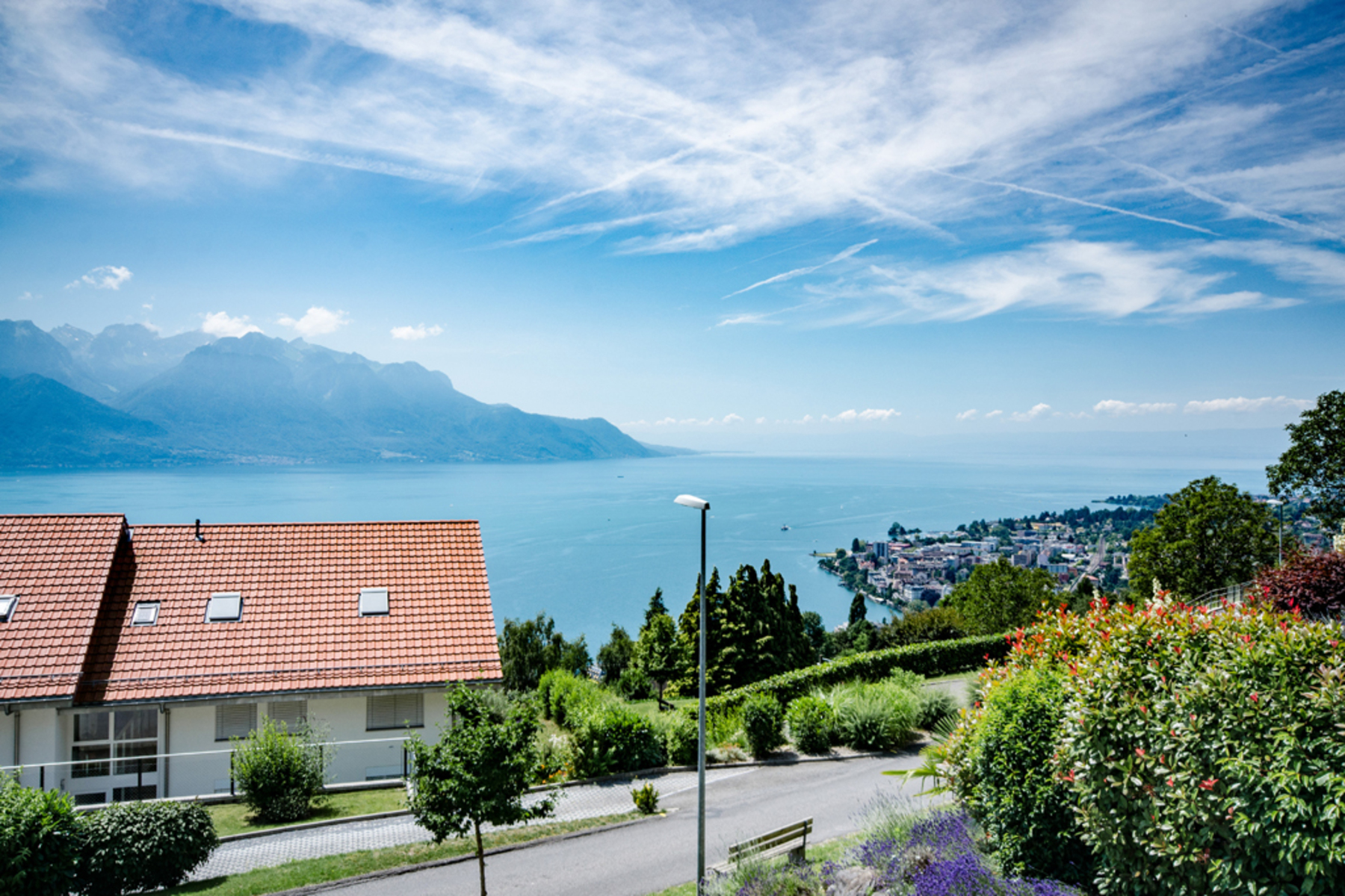 Additional photo for property listing at Gorgeous 3.5-room apartment of 106 m2 with a vast terrace Unobstructed lake vie Chernex Montreux, Vaud 1820 Switzerland