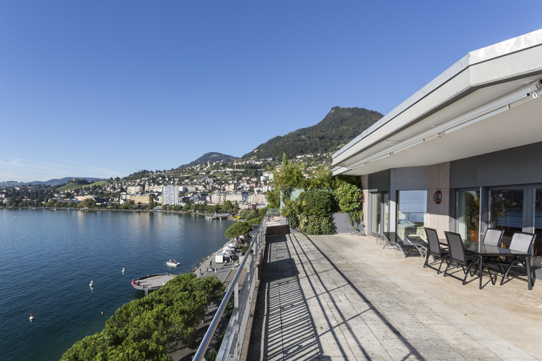 共管式独立产权公寓 为 销售 在 Splendid deluxe waterfront 4.5 room loft apartment Montreux 蒙特勒, 1820 瑞士
