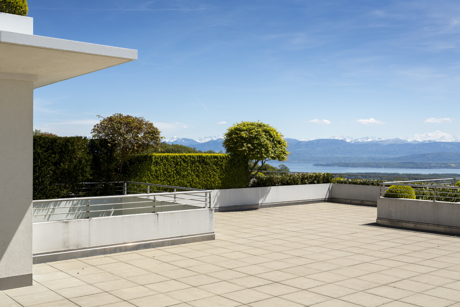 Additional photo for property listing at Luxury apartment with panoramic views of the lake and Alps Genolier Genolier, Vaud 1272 Switzerland