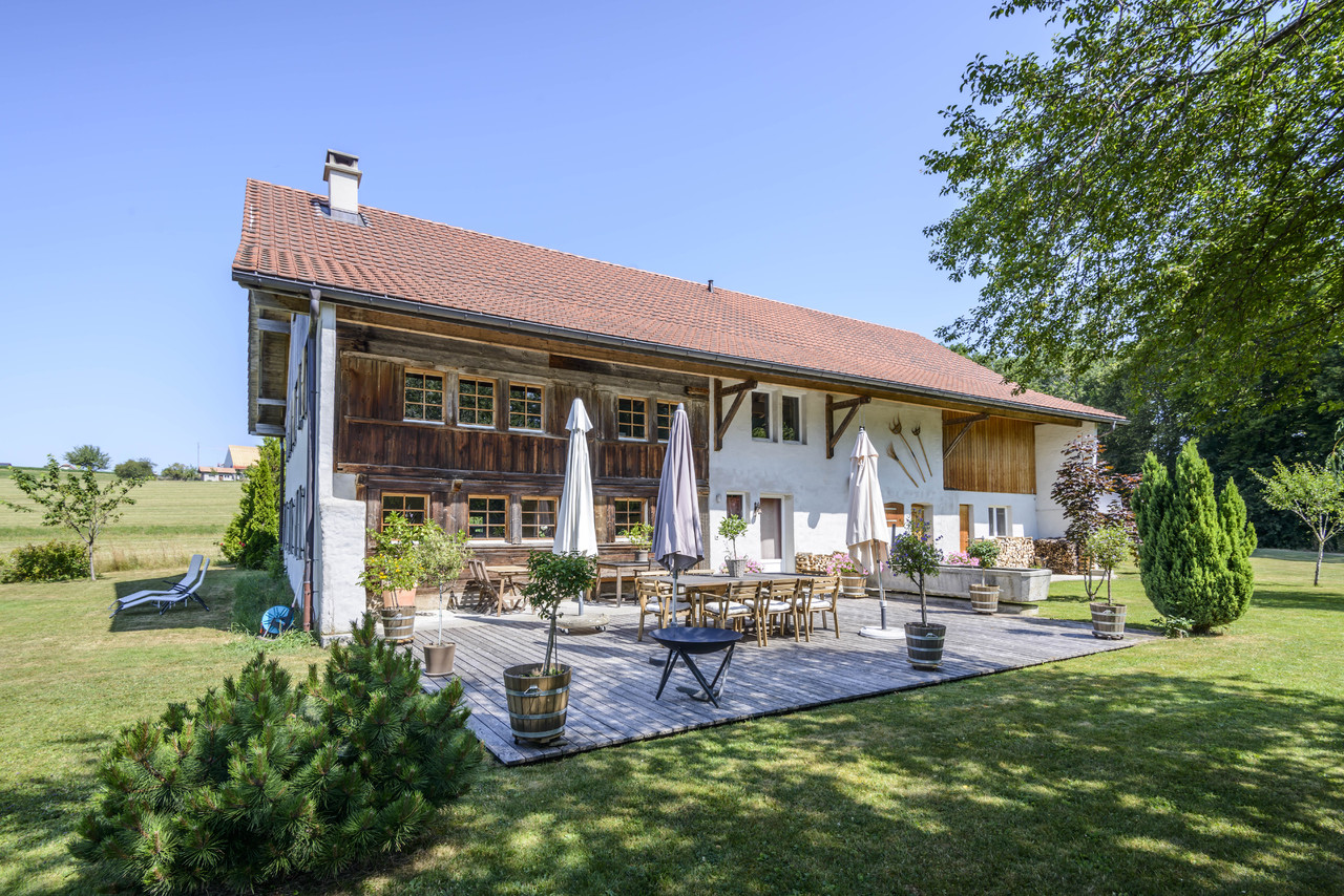 Farm / Ranch / Plantation for Sale at Magnificent 8.5-room renovated farmhouse in an idyllic, peaceful setting St.-Martin Other Switzerland, Other Areas In Switzerland 1609 Switzerland